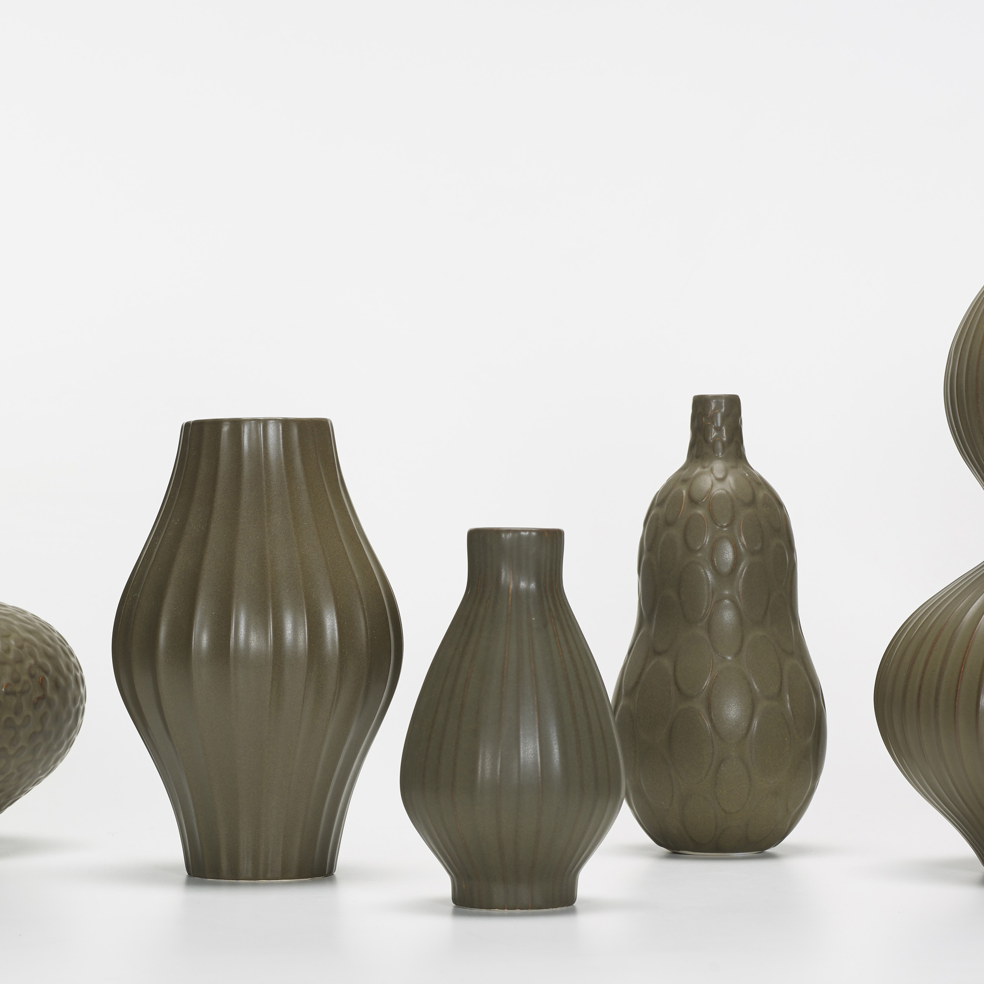 104: Jonathan Adler / collecton of six Pot Au Porter vases (2 of 3)