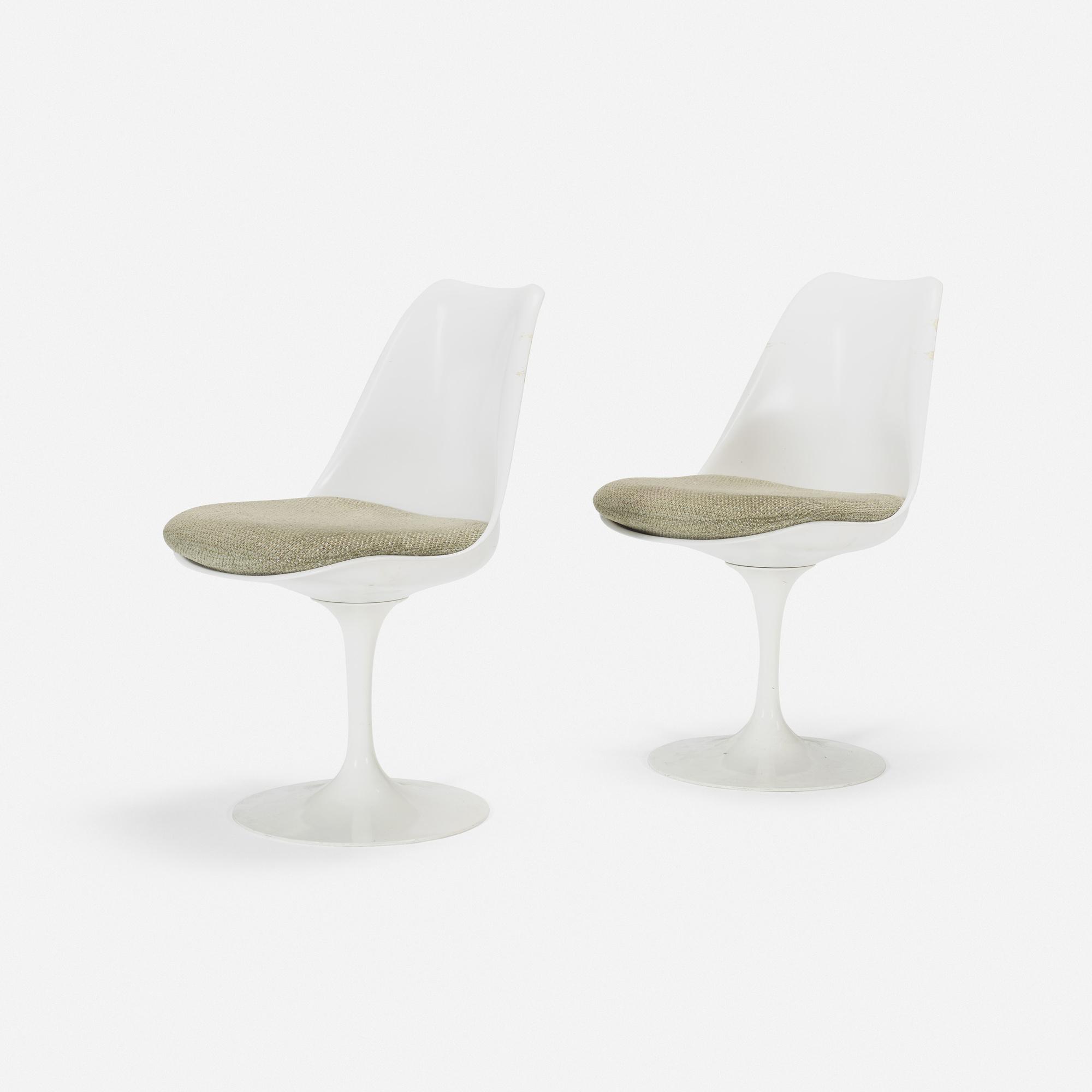 105: Eero Saarinen / Tulip chairs from the Ladies' Lounge, pair (1 of 1)
