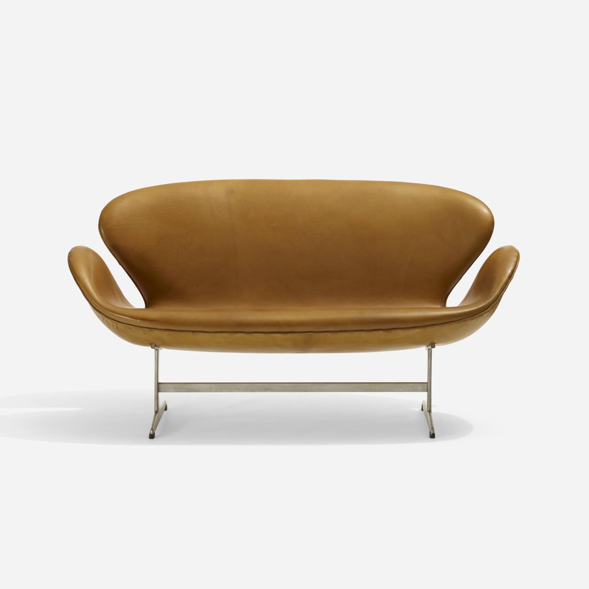 106: Arne Jacobsen / Swan settee, model 3321 (1 of 5)