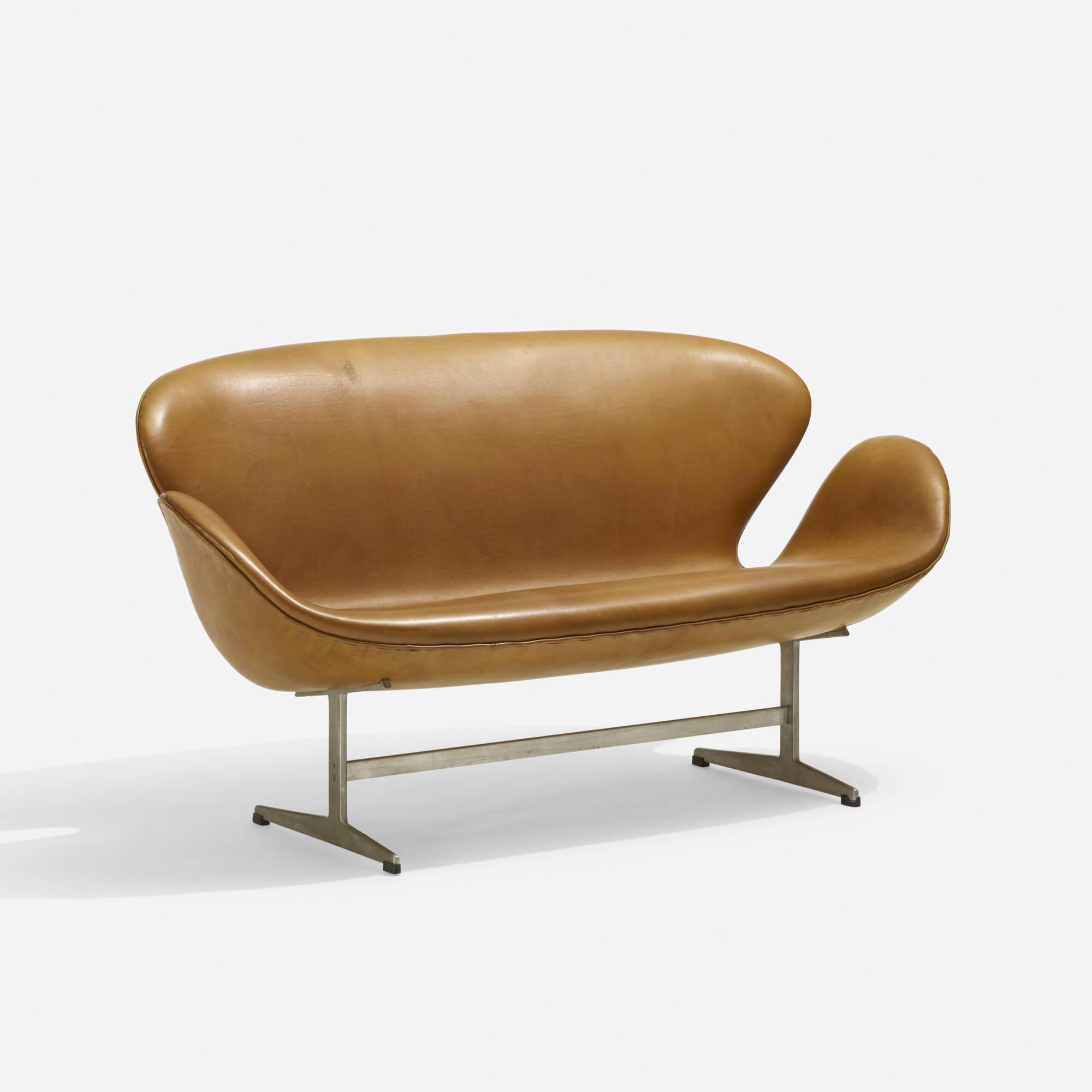 106: Arne Jacobsen / Swan settee, model 3321 (2 of 5)