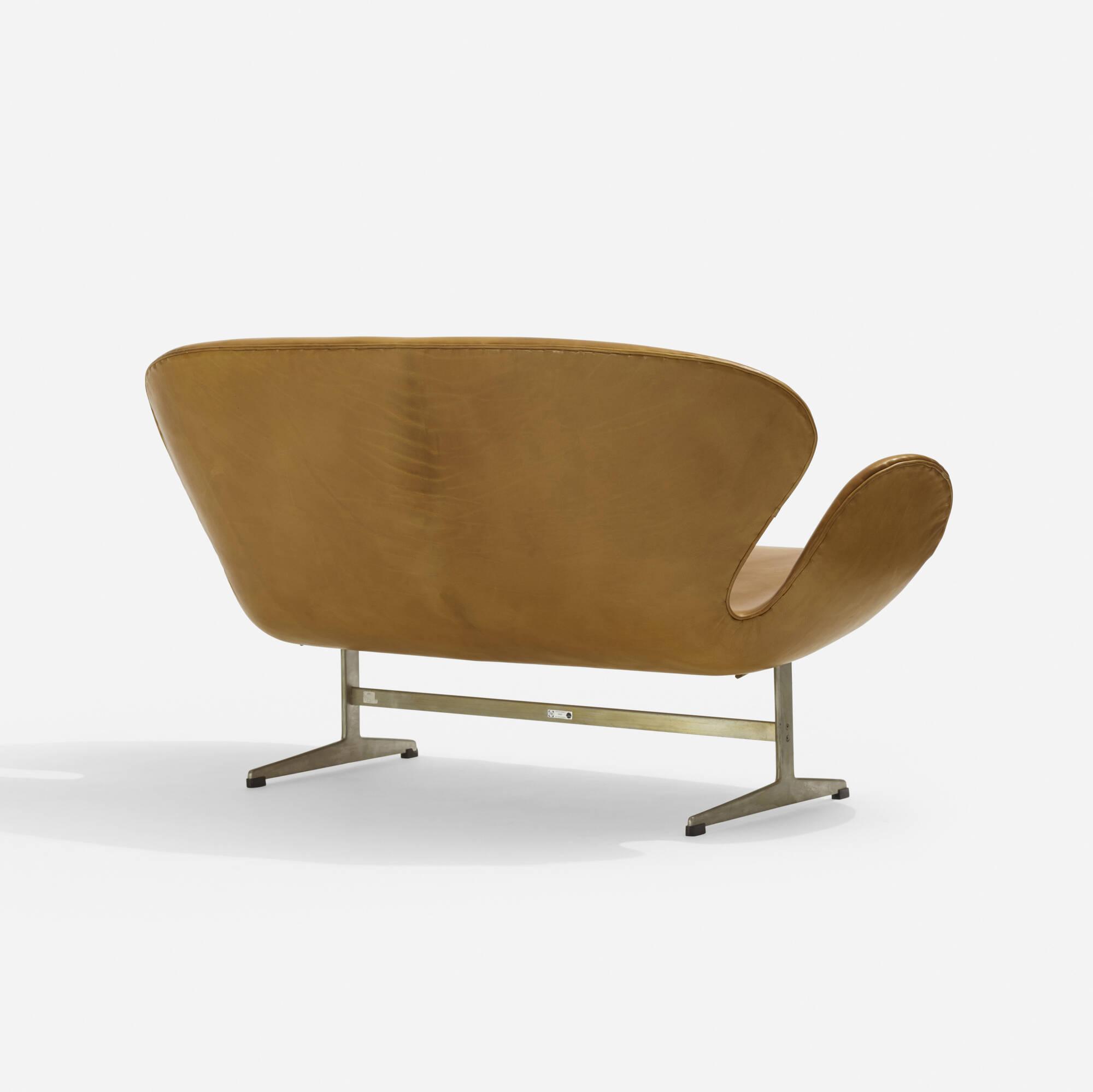 106: Arne Jacobsen / Swan settee, model 3321 (3 of 5)