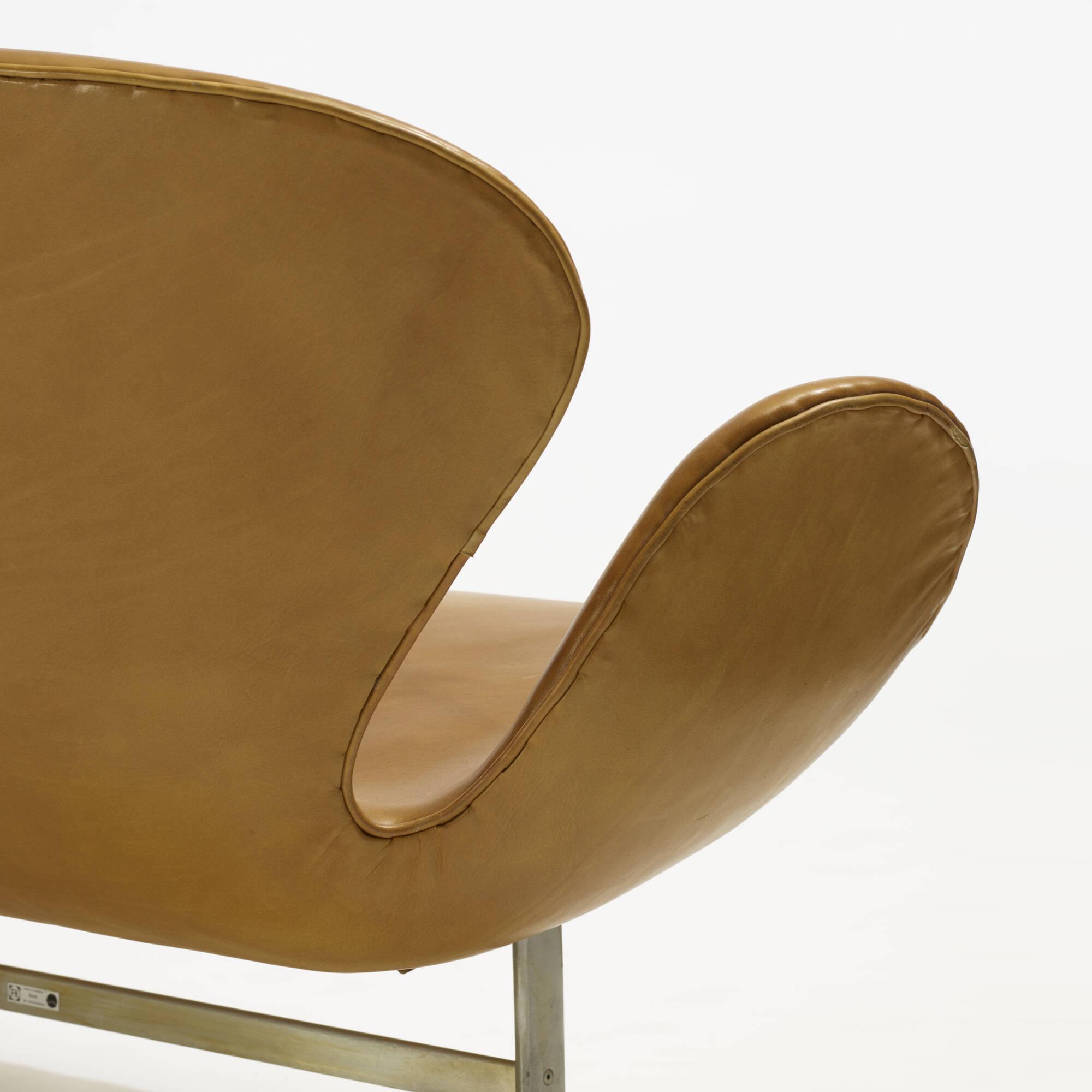 106: Arne Jacobsen / Swan settee, model 3321 (4 of 5)