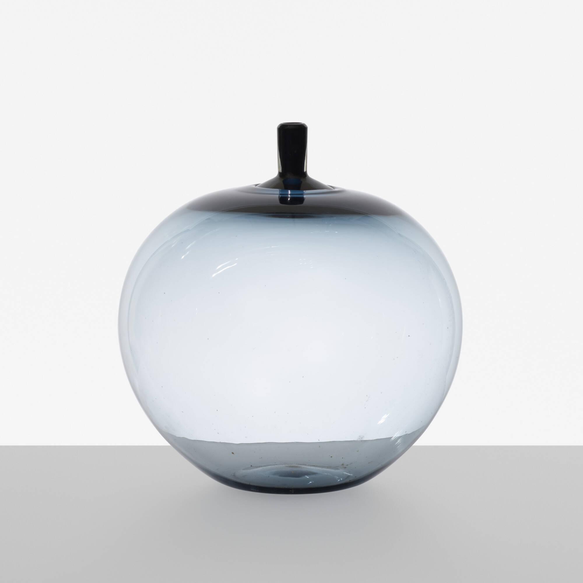 109: Ingeborg Lundin / Apple vase (1 of 2)