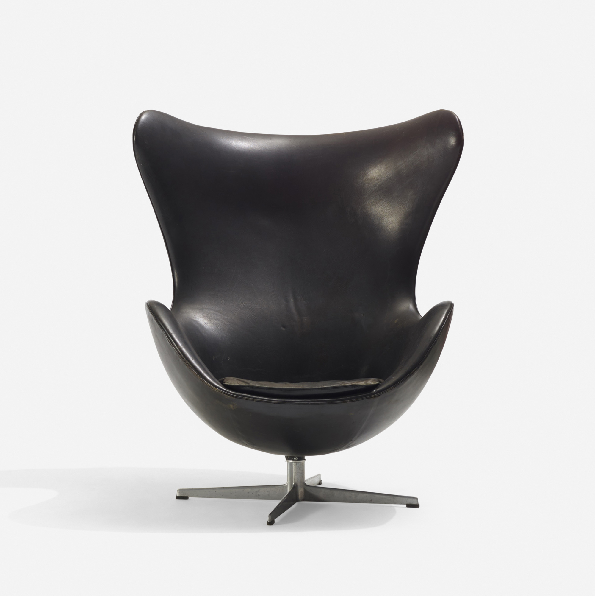 110: Arne Jacobsen / Egg chair (2 of 2)