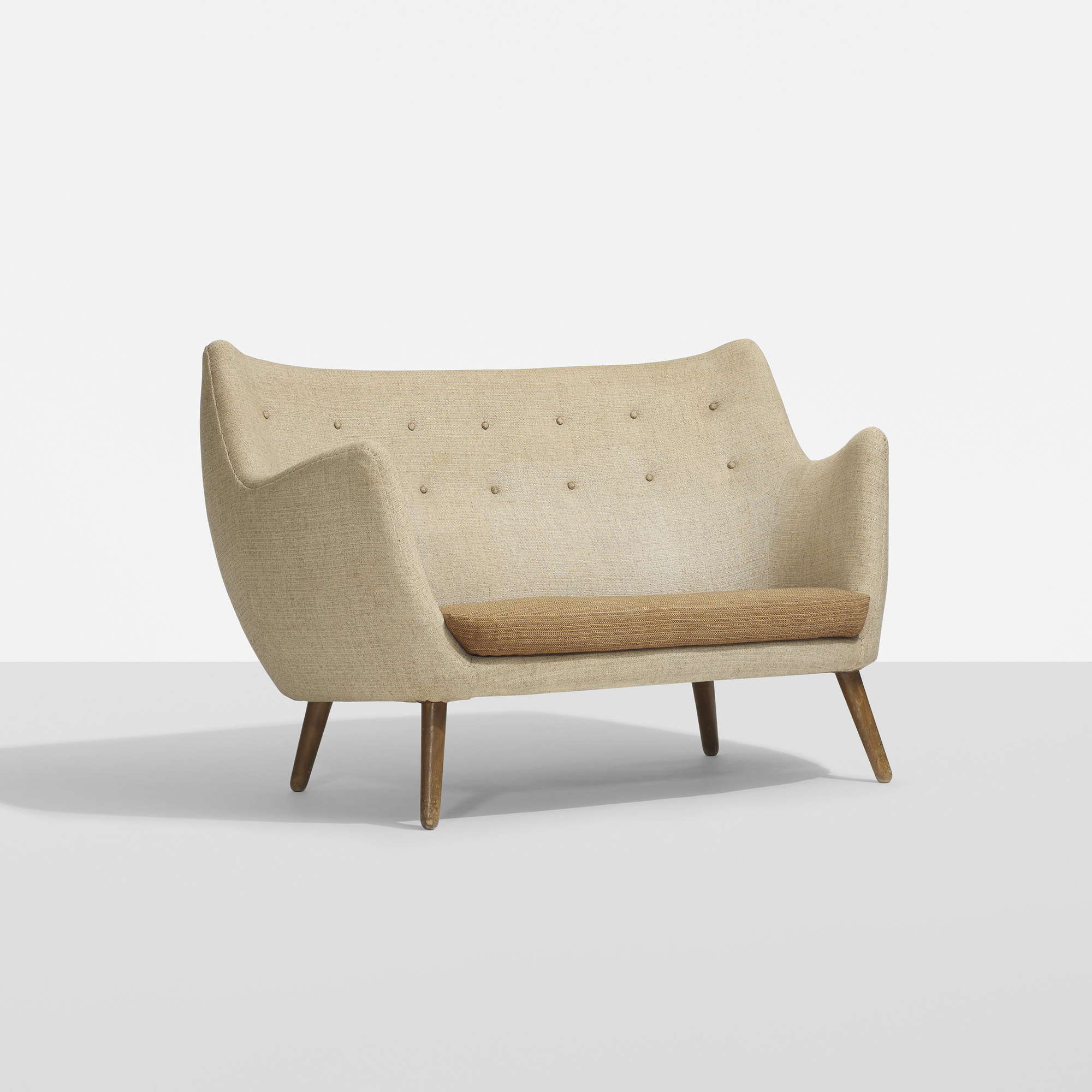 Finn juhl poet sofa review for Design sofa replica