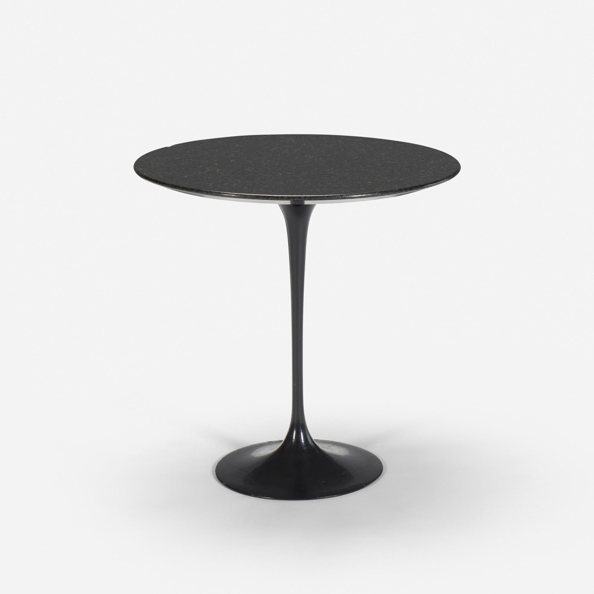 112: Eero Saarinen / Tulip table from the Grill Room (1 of 1)