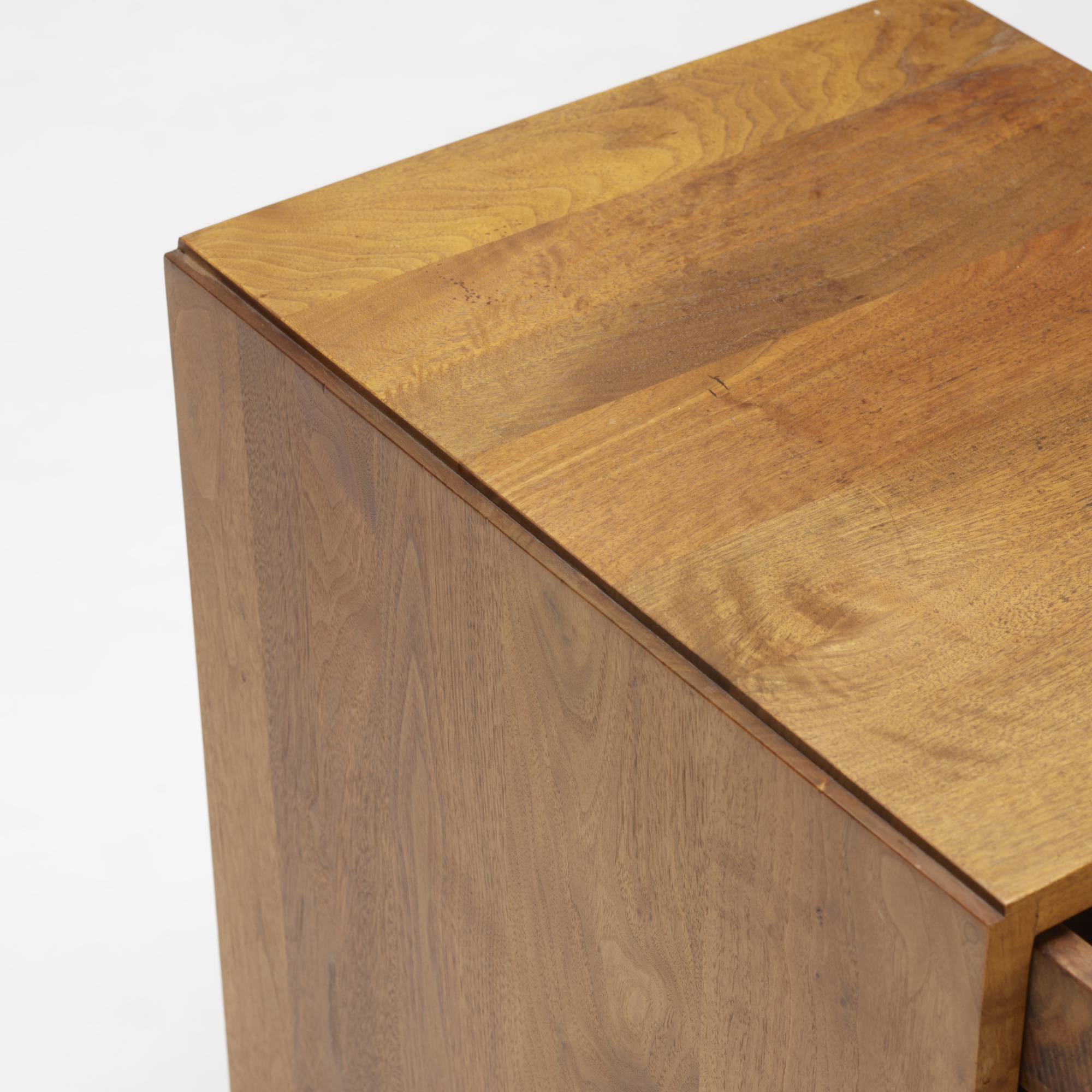 112: George Nakashima / nightstand (3 of 3)