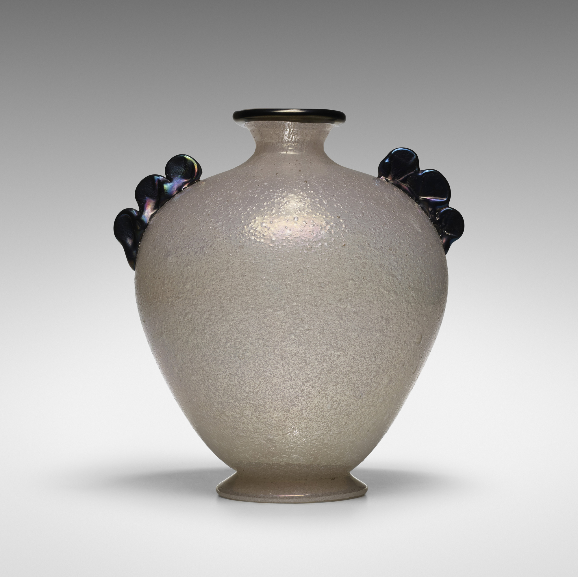 113: A.V.E.M. / Pulegoso vase (1 of 3)