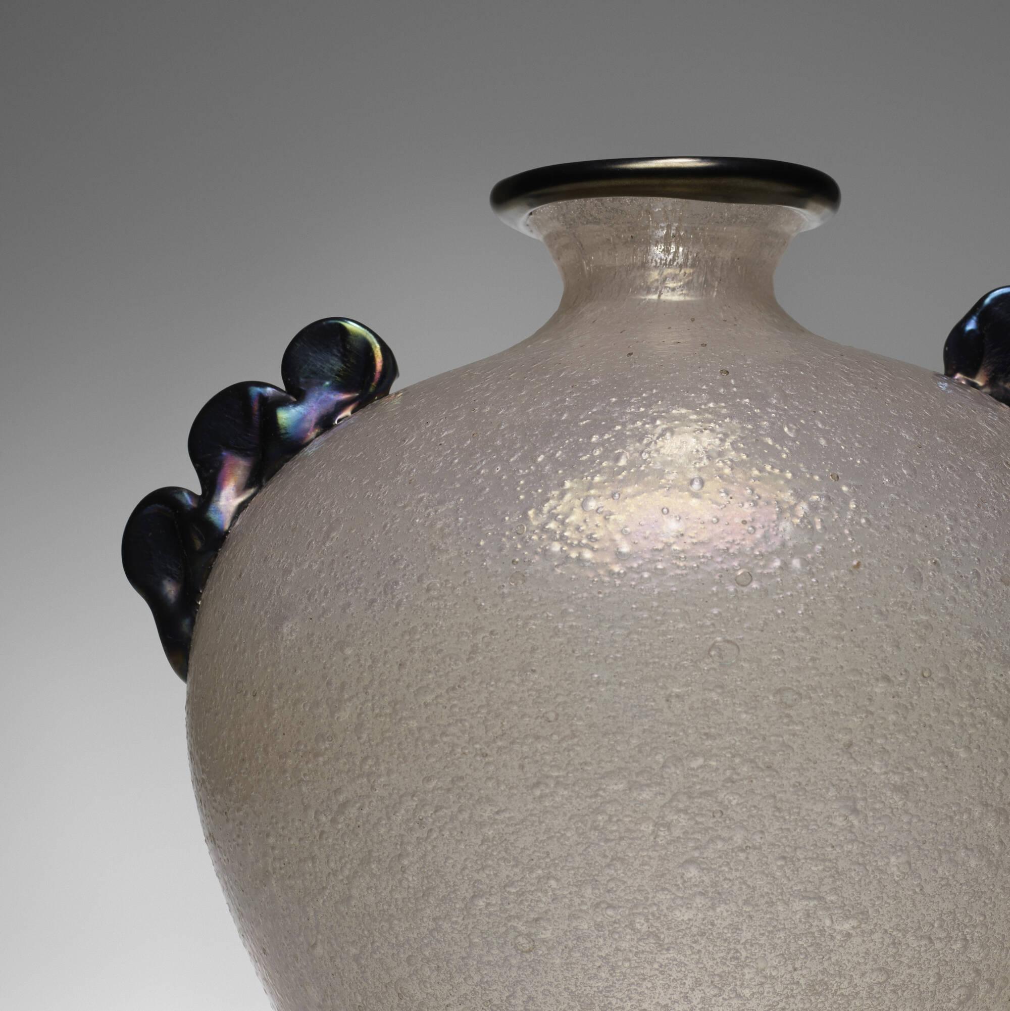 113: A.V.E.M. / Pulegoso vase (2 of 3)