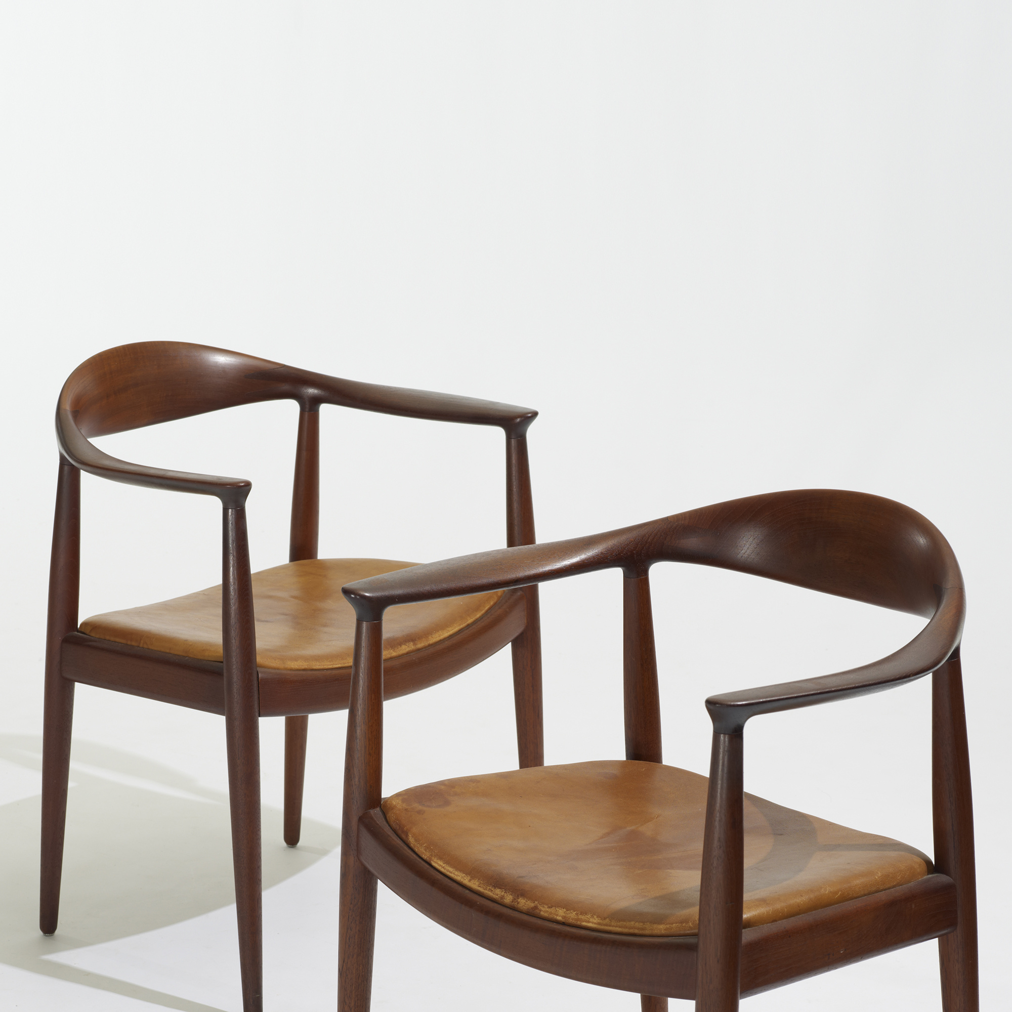 114 hans j wegner the chairs pair. Black Bedroom Furniture Sets. Home Design Ideas
