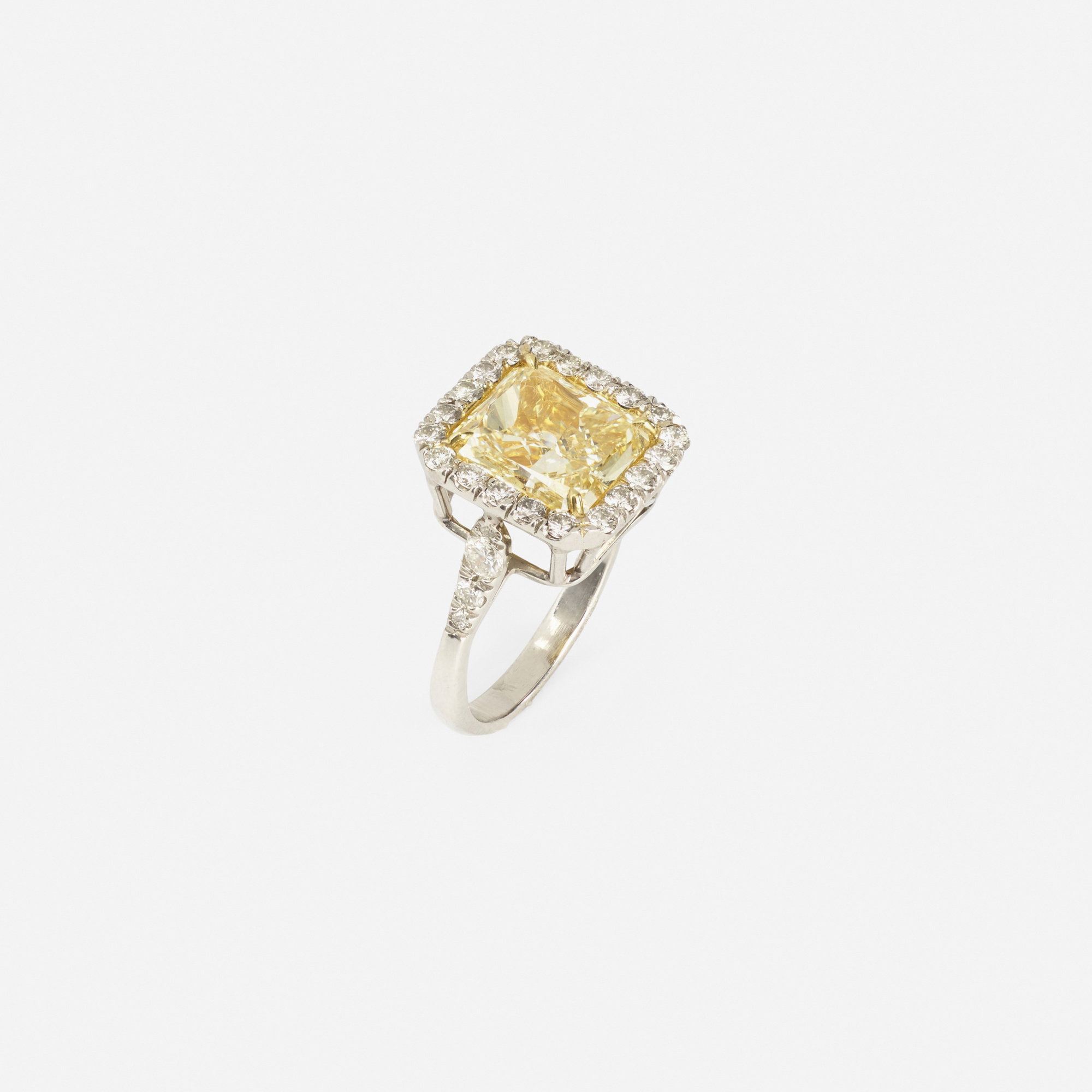 118:  / A platinum, gold and yellow diamond ring (2 of 2)