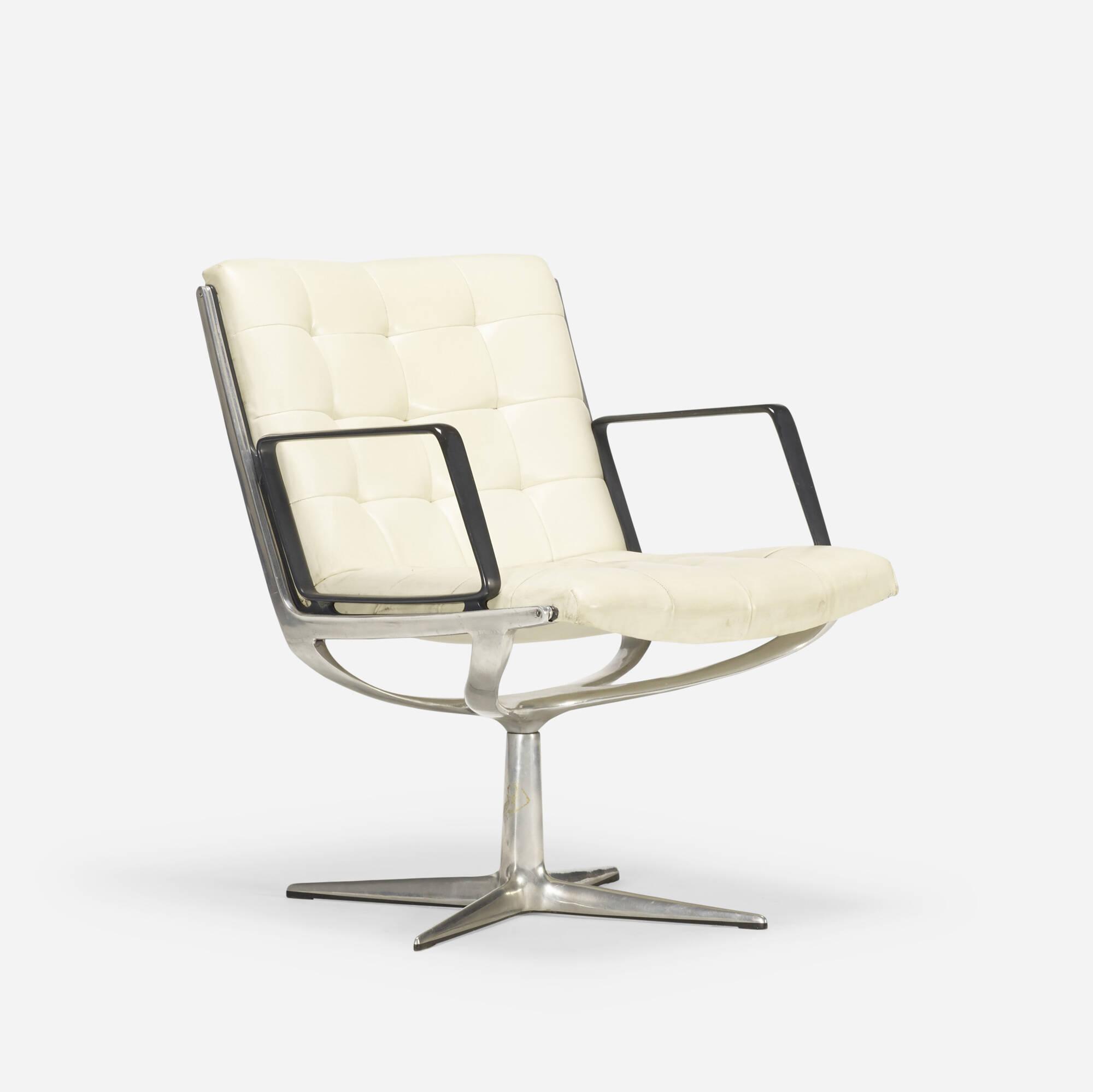 124: American / armchair (1 of 3)