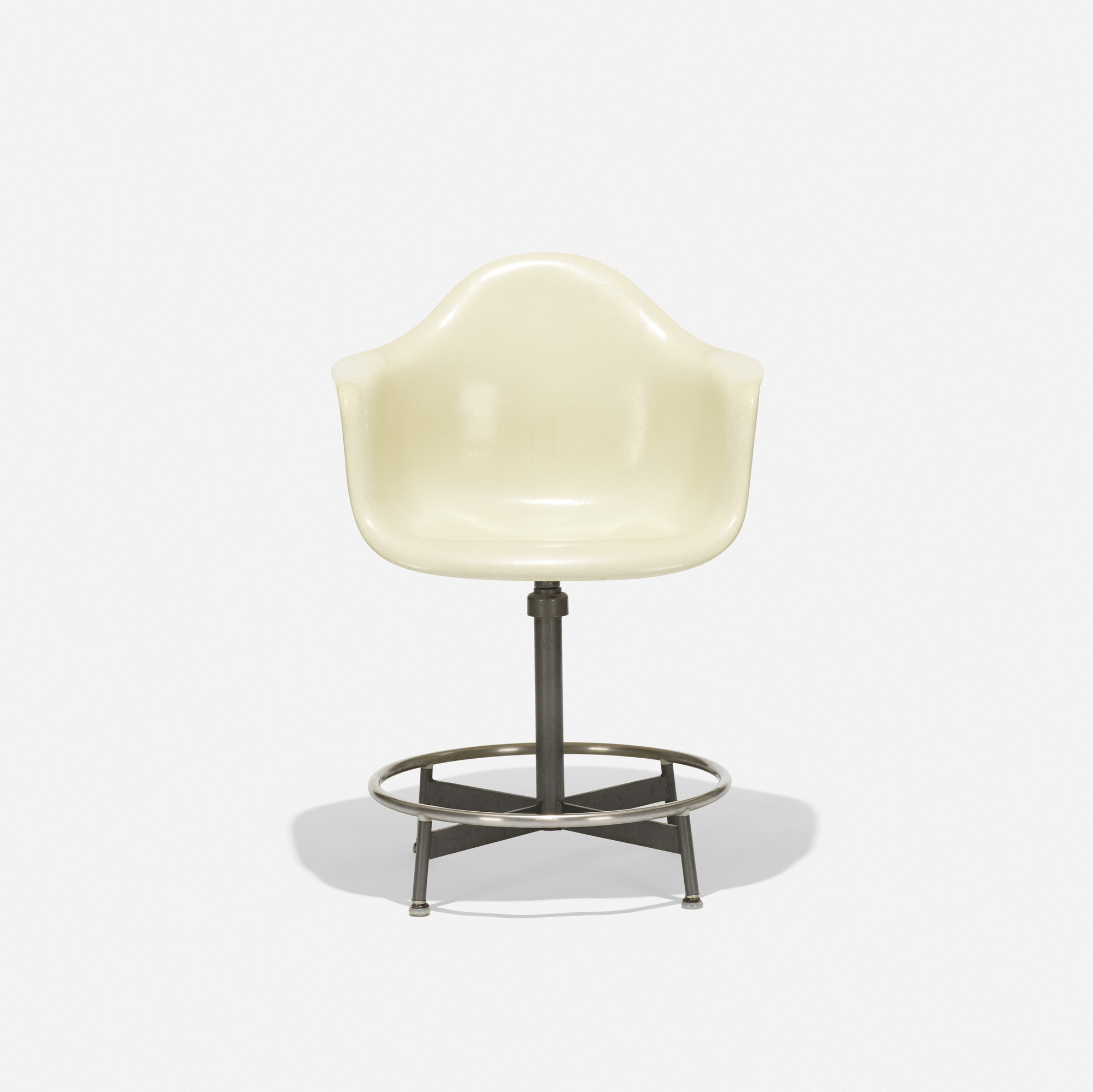 126: Charles and Ray Eames / Drafting armchair (1 of 2)