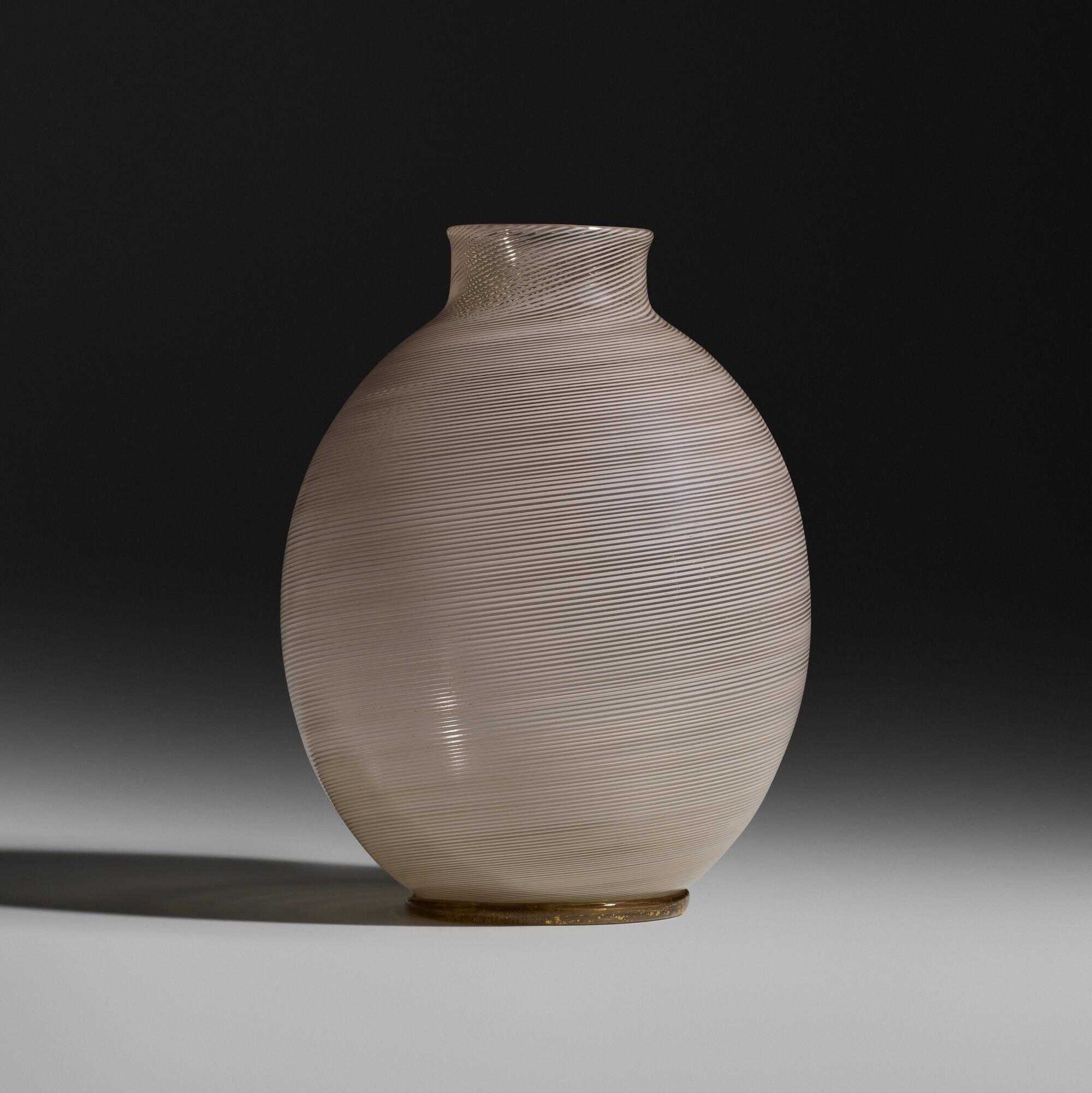127: Carlo Scarpa / Mezza Filigrana vase, model 1886 (1 of 3)