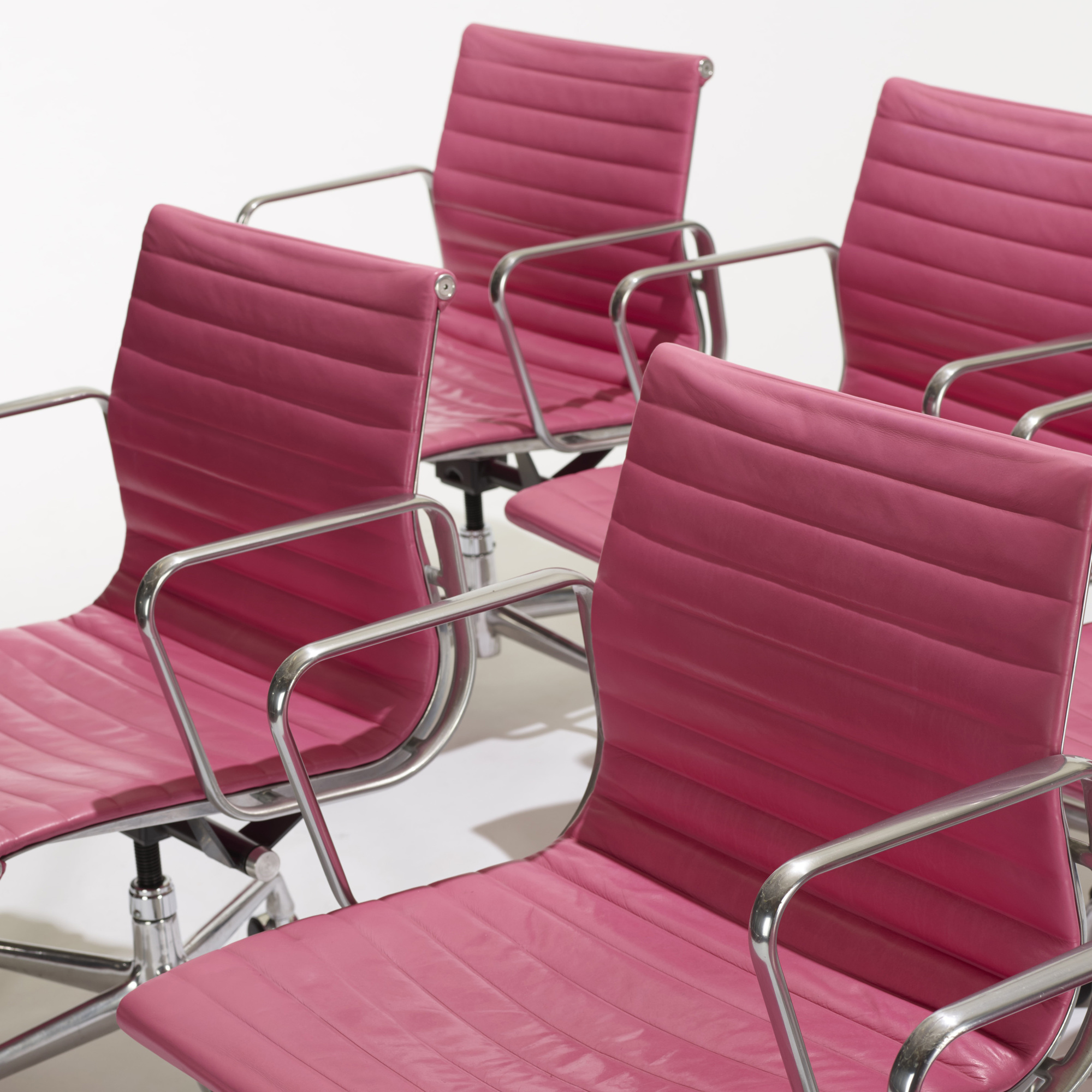 127: Charles and Ray Eames / Aluminum Group office chairs, set of eight (3 of 3)