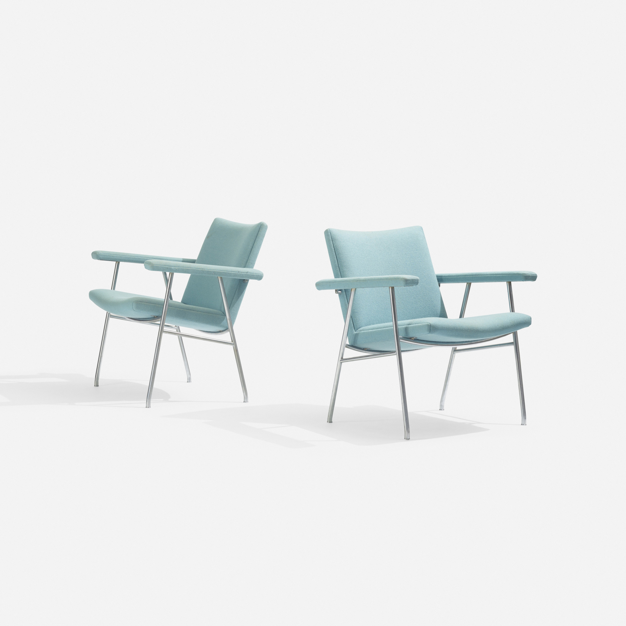 129: Hans J. Wegner / lounge chairs model AP 52, pair (2 of 3)