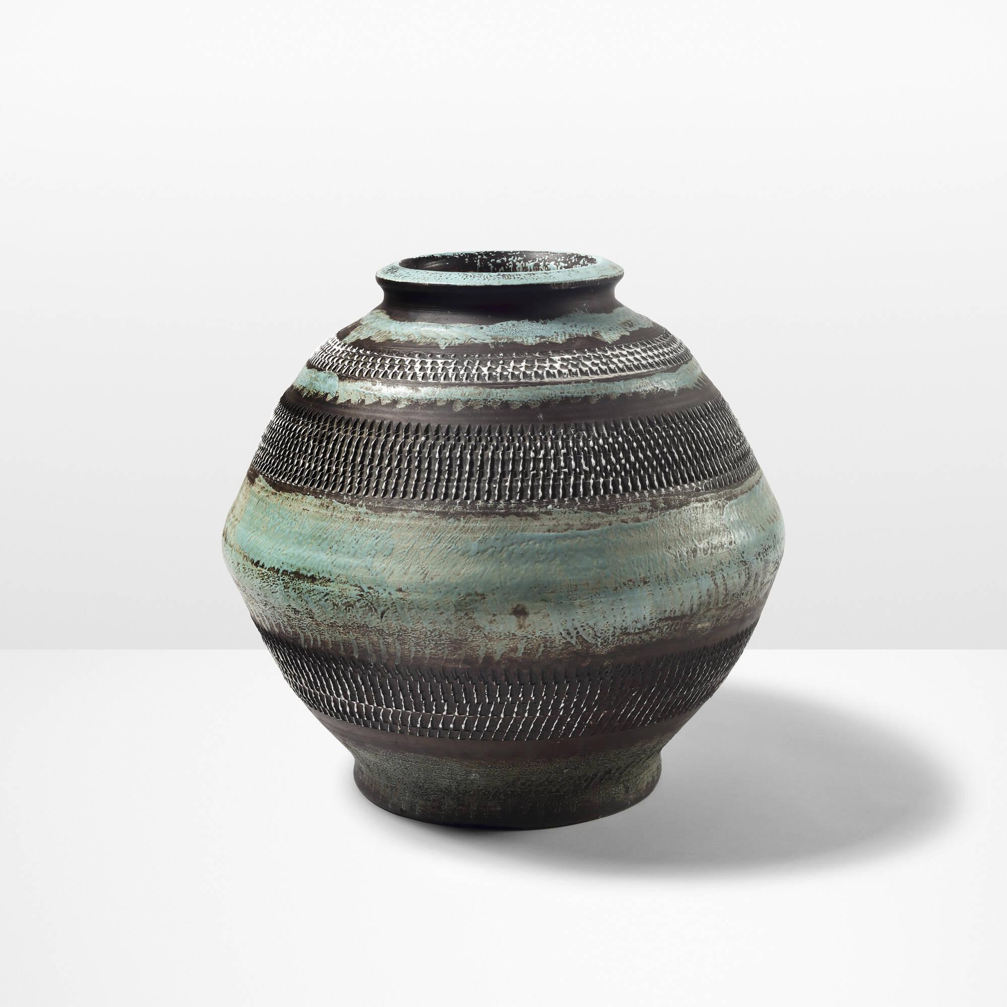 12: Jean Besnard / Monumental vase (1 of 2)