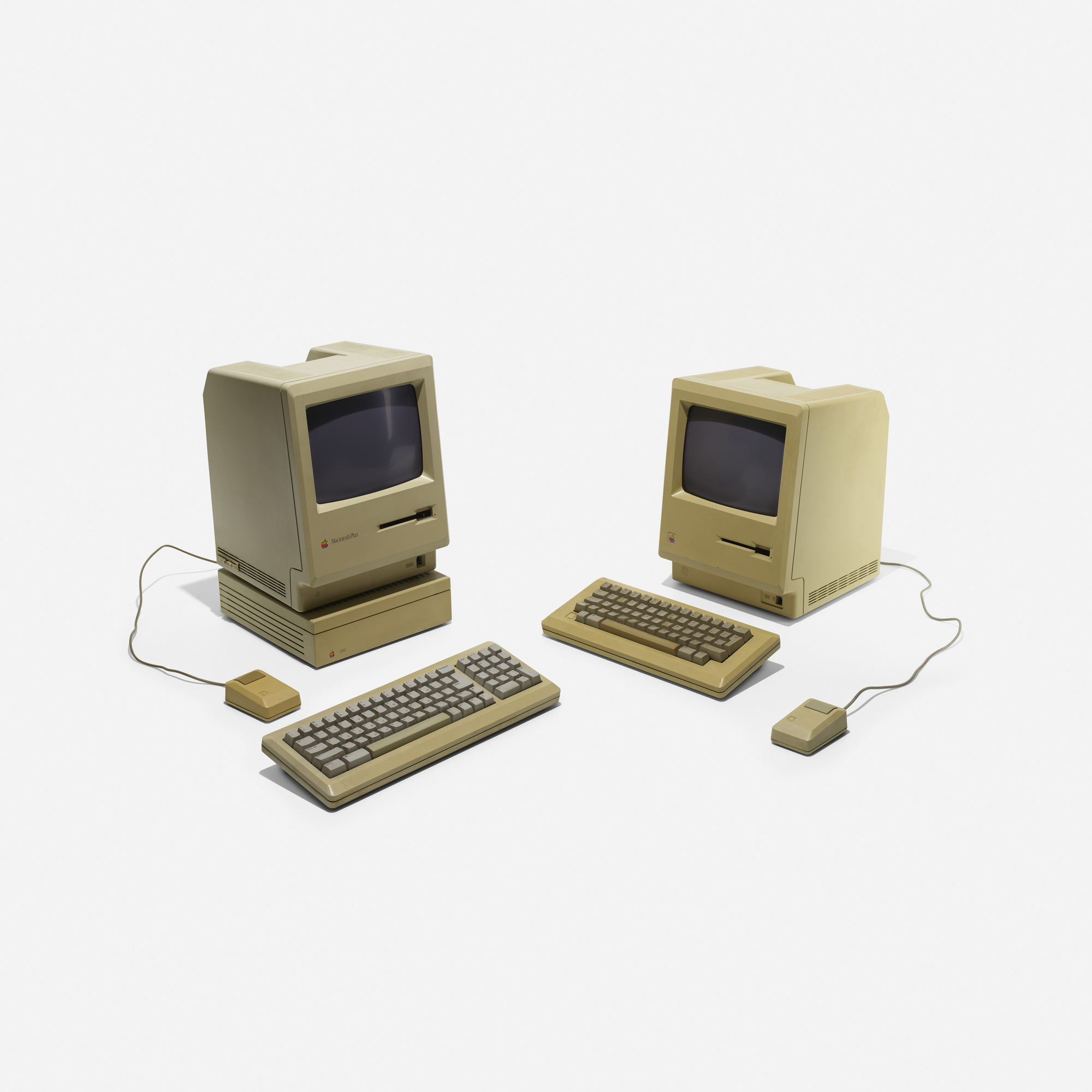131: Frog Design / Apple Macintosh 512K Personal Computers, pair (1 of 2)