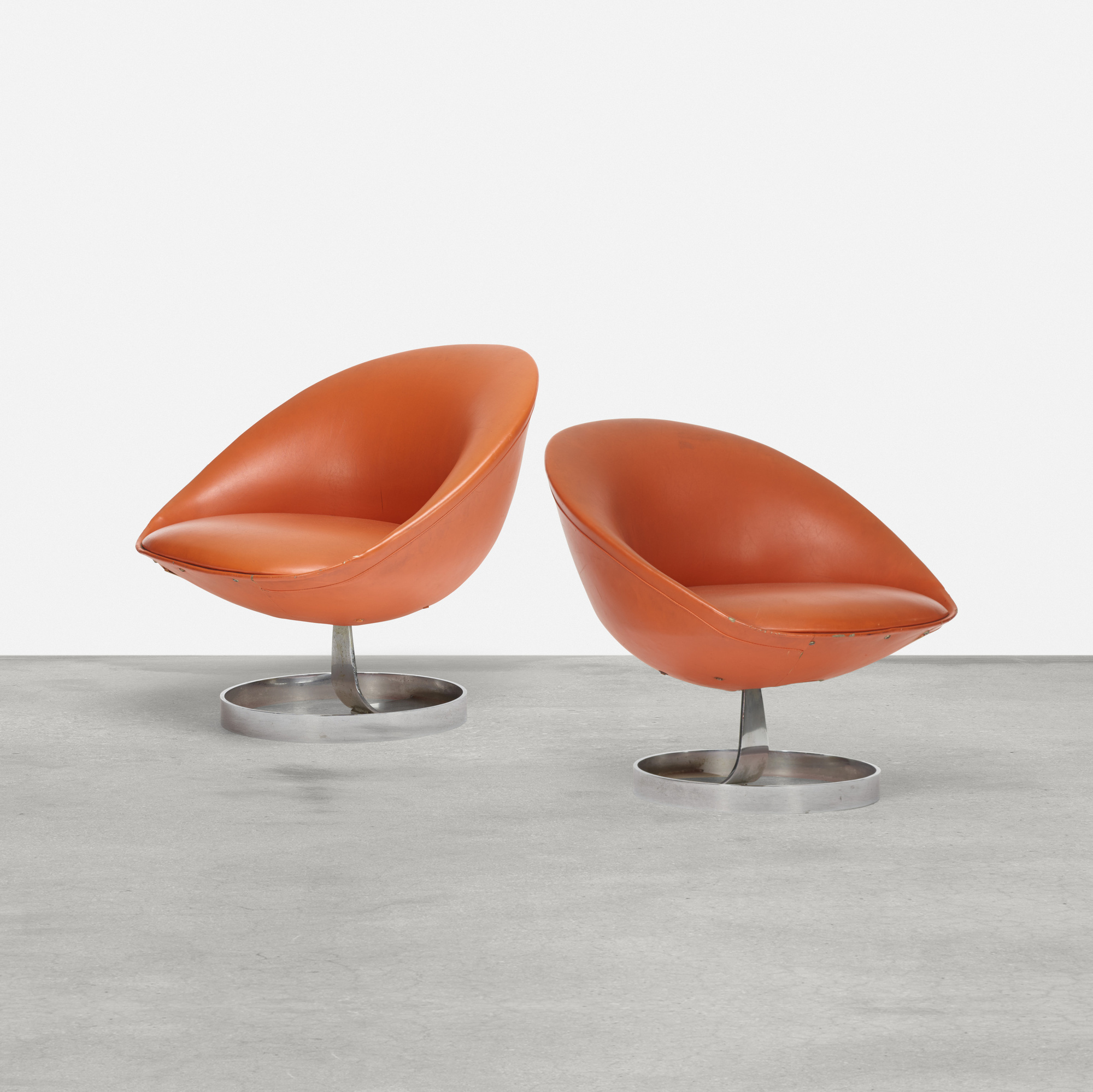 135: Maurice Calka / chairs model K1, pair (1 of 2)