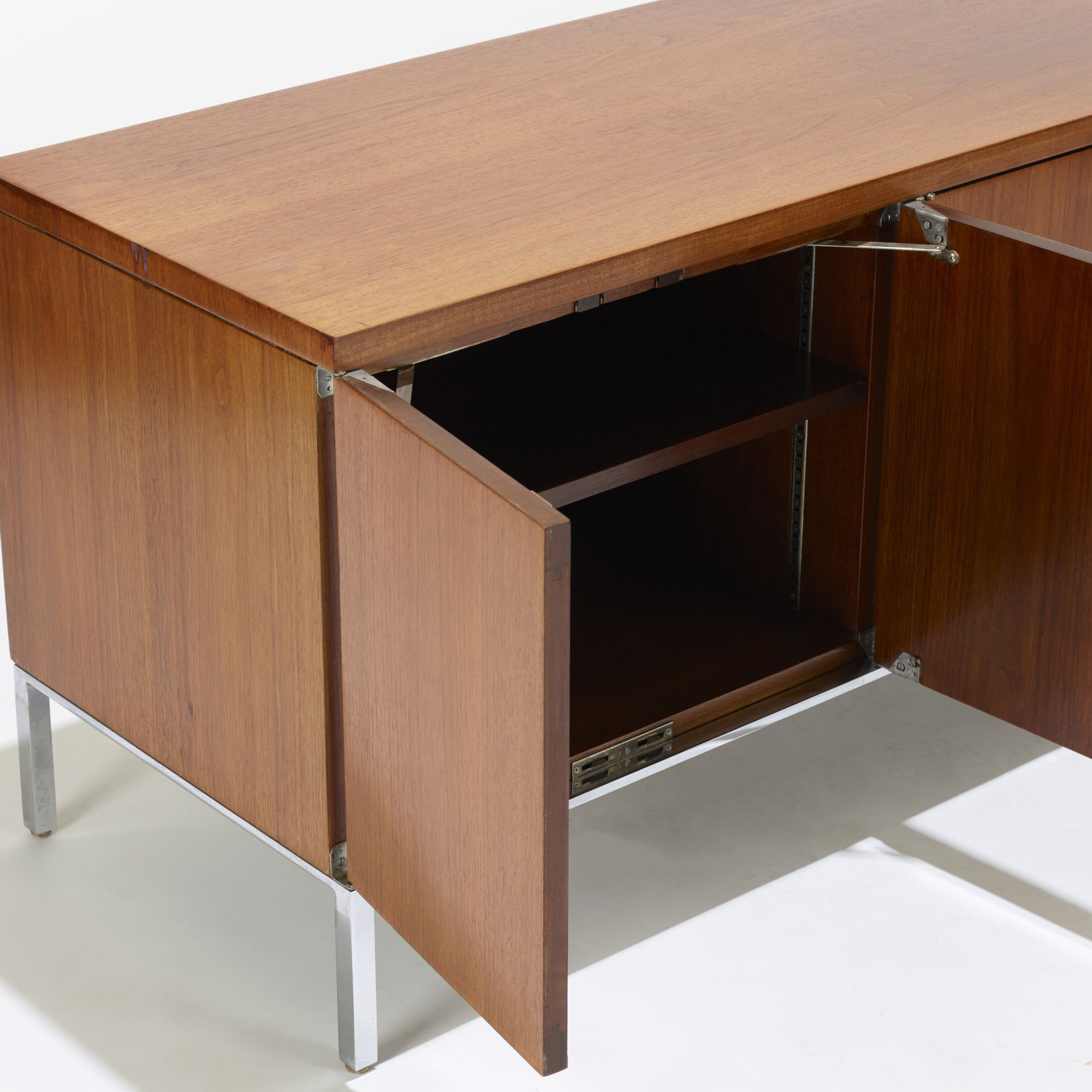 149: Florence Knoll / cabinet (3 of 4)