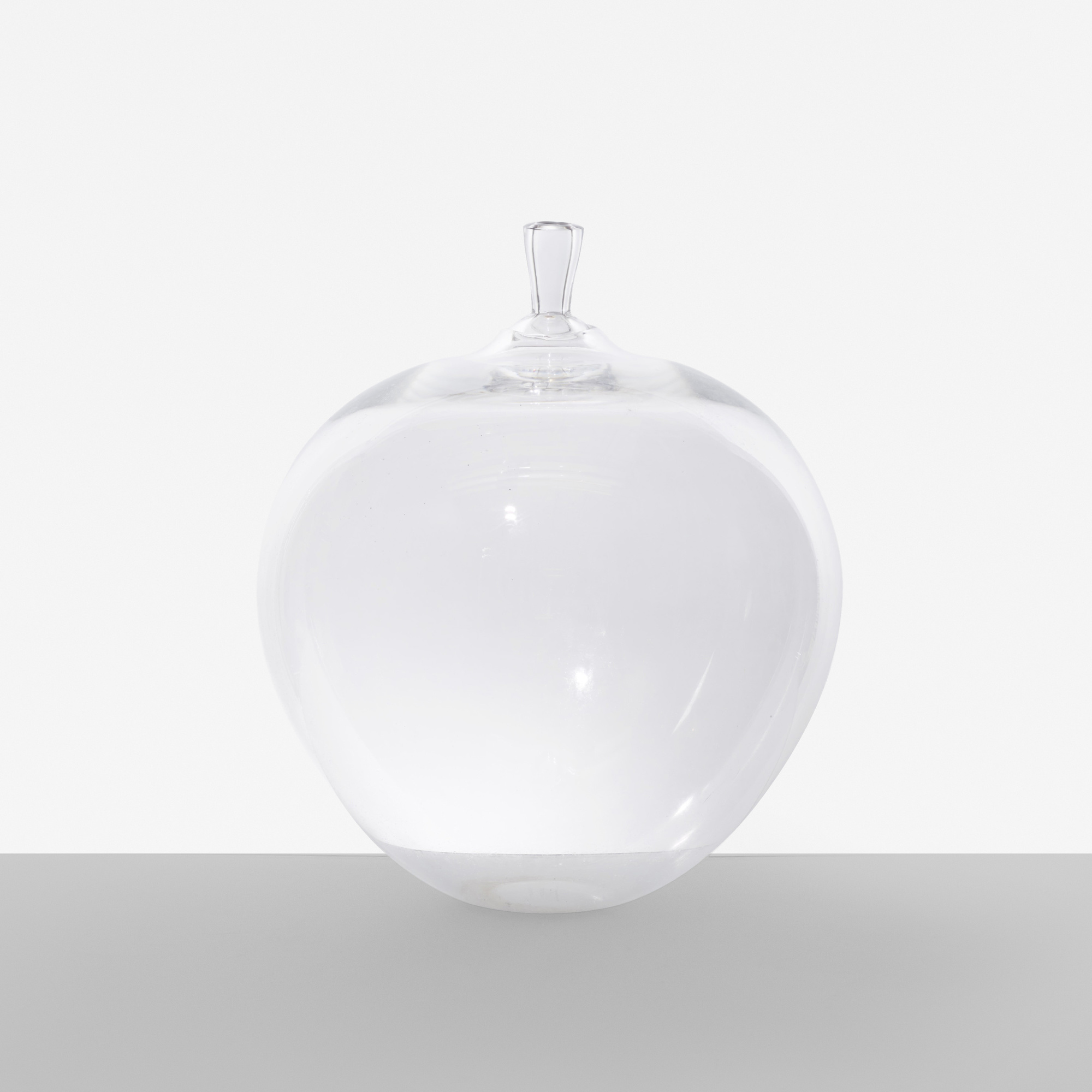159: Ingeborg Lundin / Apple vase (1 of 2)