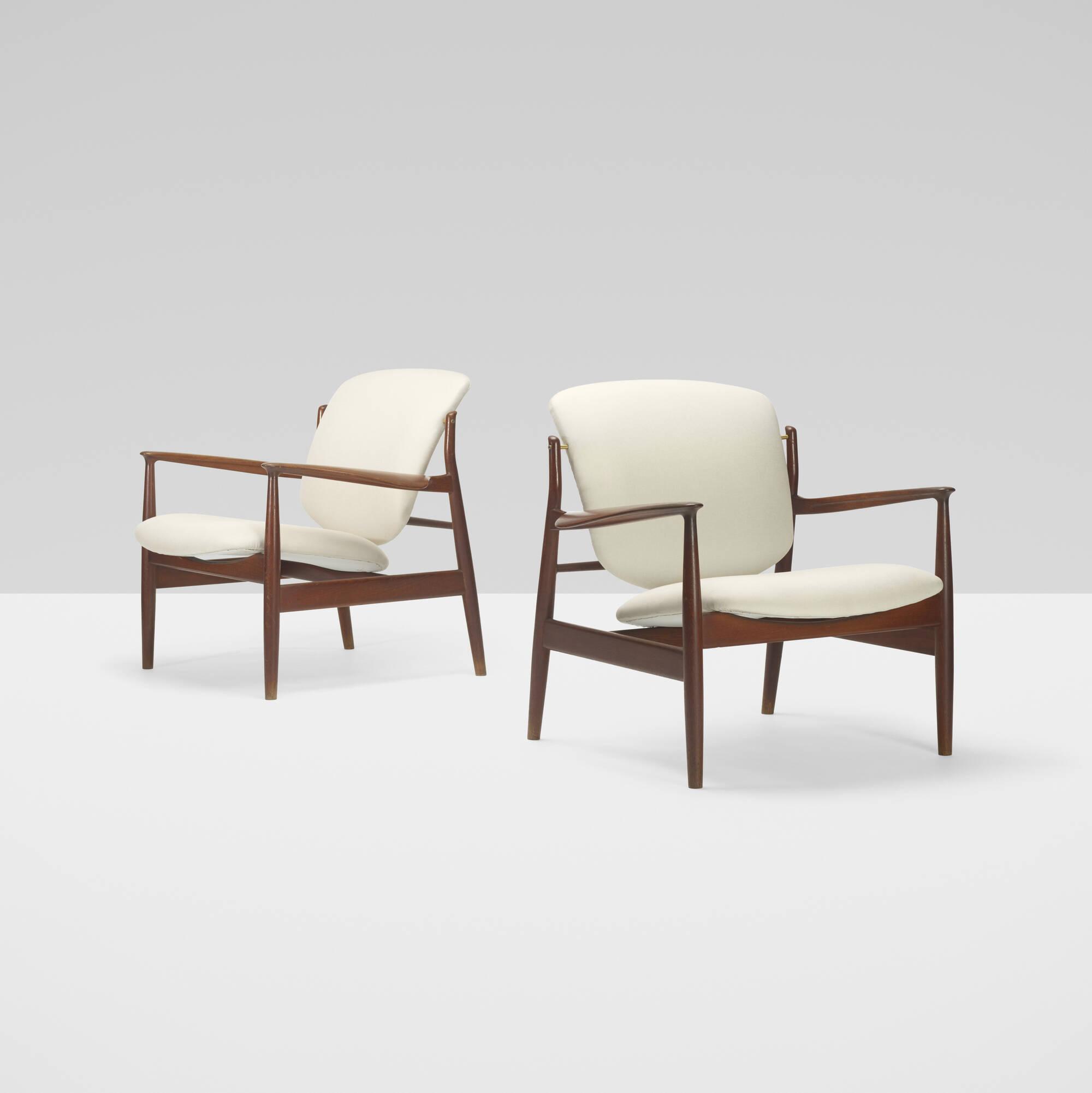 161: Finn Juhl / lounge chairs, pair (1 of 3)