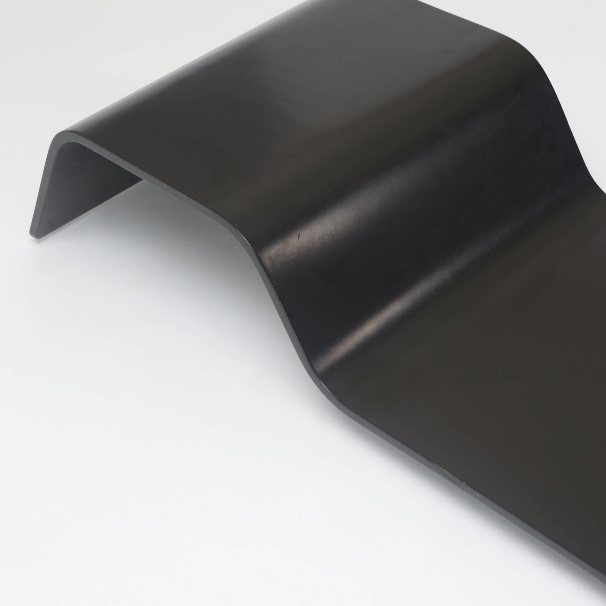 165: Oscar Niemeyer / low table (2 of 3)