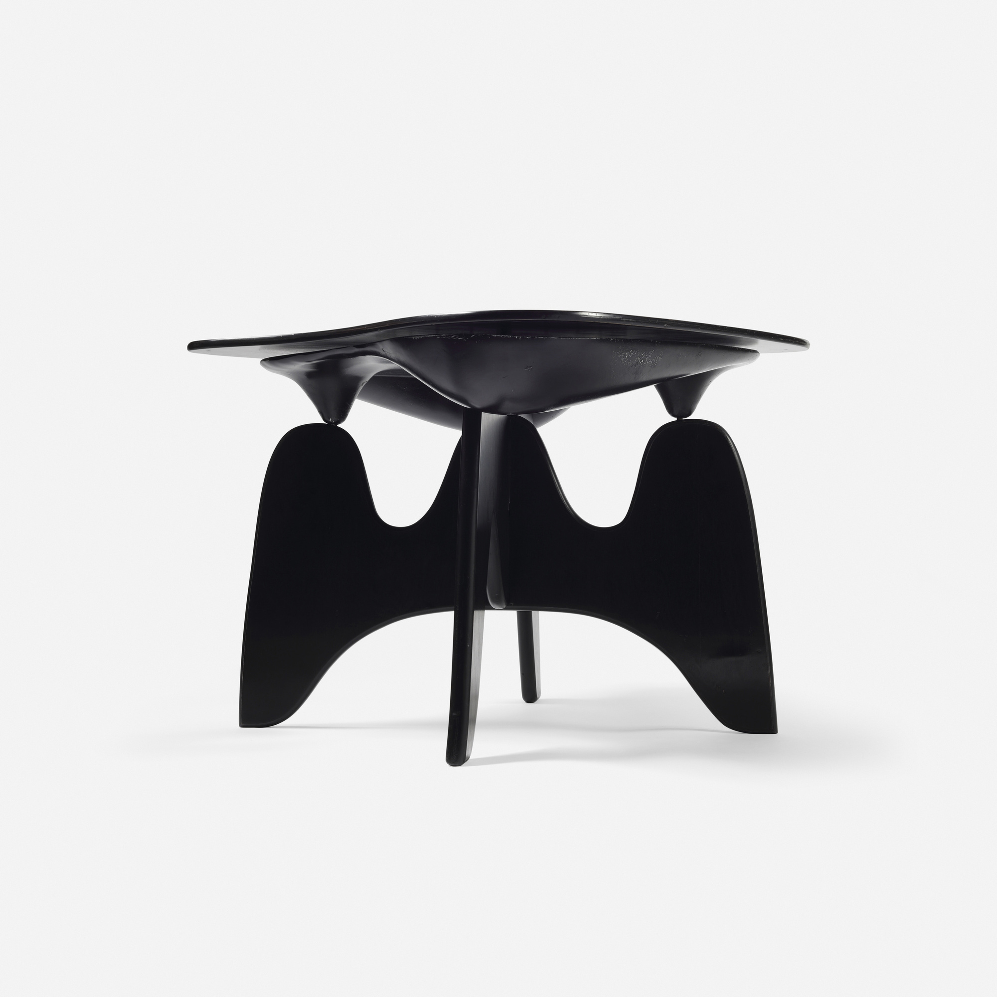 16: Isamu Noguchi / Rare and Important Chess table, model IN-61 (3 of 6)
