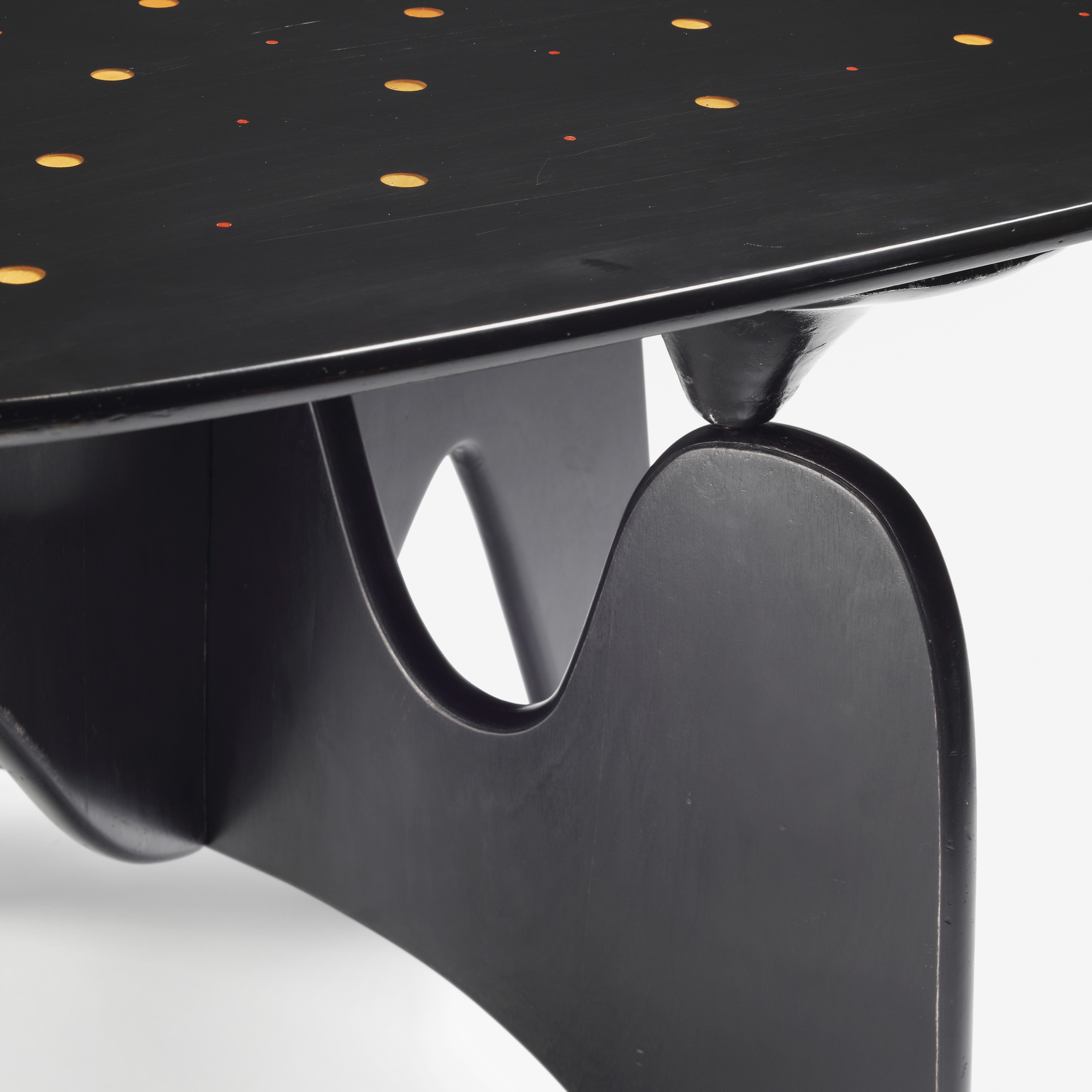 16: Isamu Noguchi / Rare and Important Chess table, model IN-61 (5 of 6)