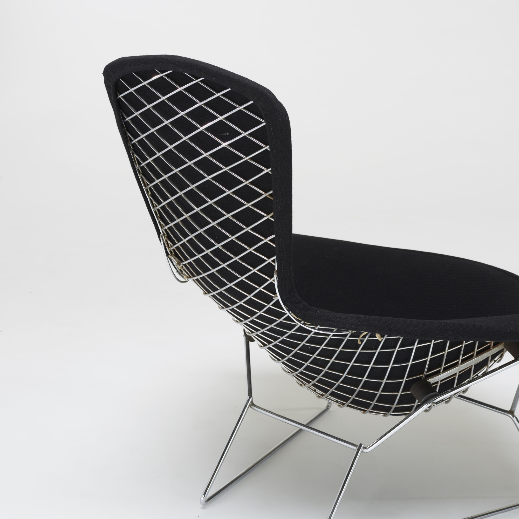bertoia chaise simple charming coussin chaise bertoia pack de chaise wire chair rpliques. Black Bedroom Furniture Sets. Home Design Ideas