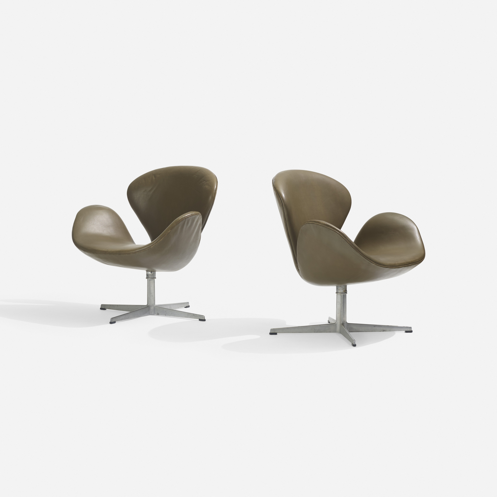 182: Arne Jacobsen / Swan chairs, pair (1 of 3)