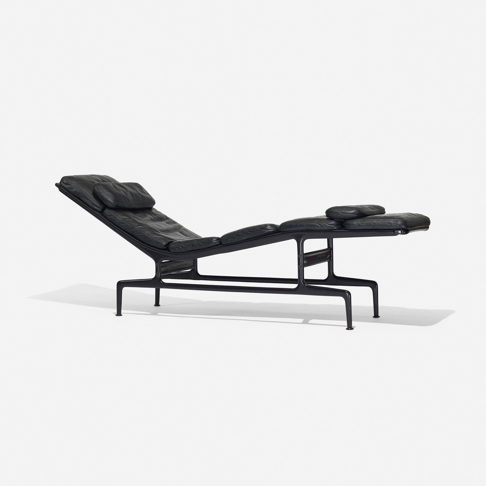 Eames chaises charles and ray eames la chaise of with eames chaises beautiful chaise charles - Chaise charles eames copie ...