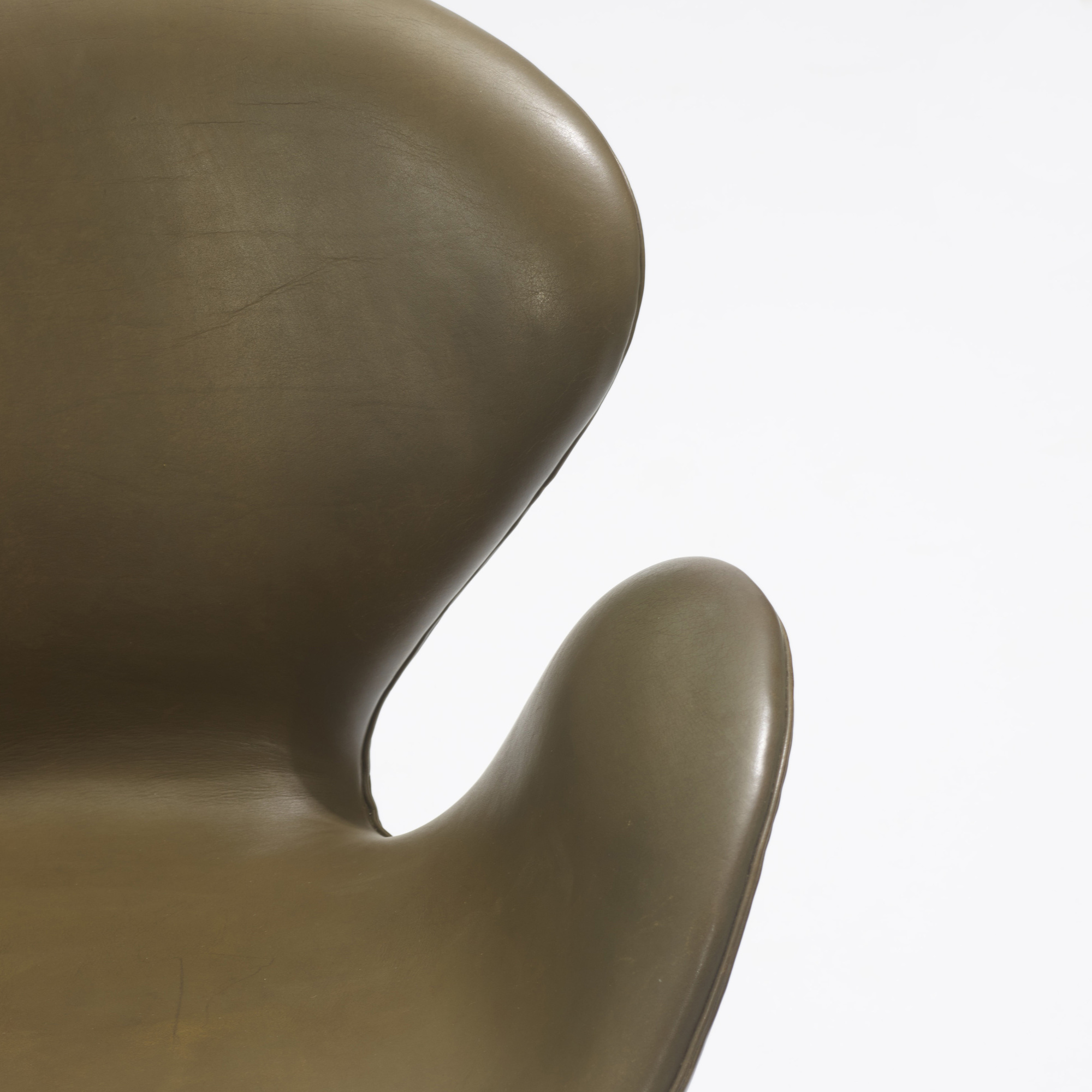 182: Arne Jacobsen / Swan chairs, pair (3 of 3)