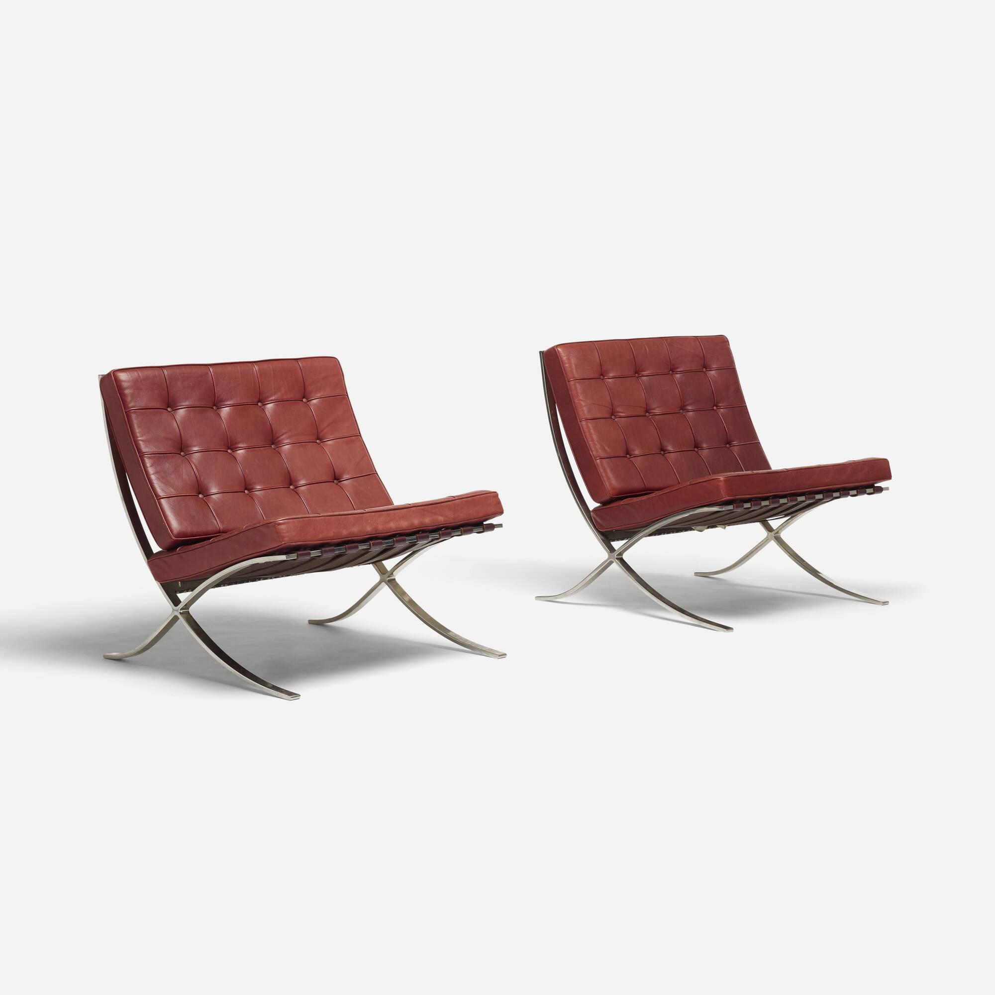 184 Ludwig Mies van der Rohe Barcelona chairs pair Design