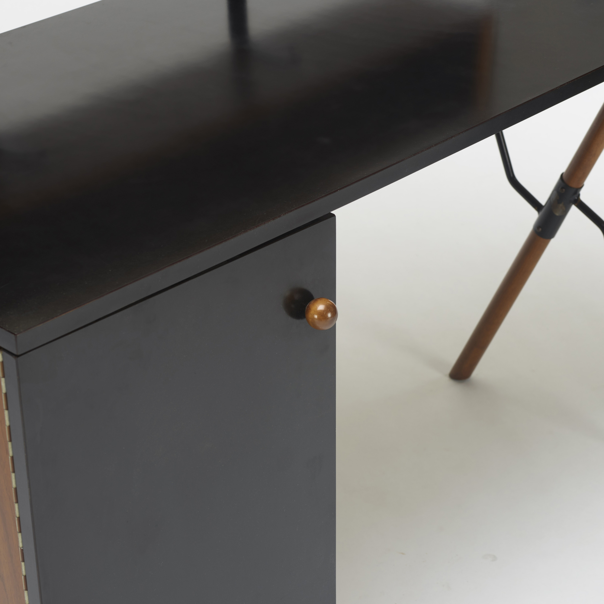 191: Greta Magnusson Grossman / desk (2 of 2)