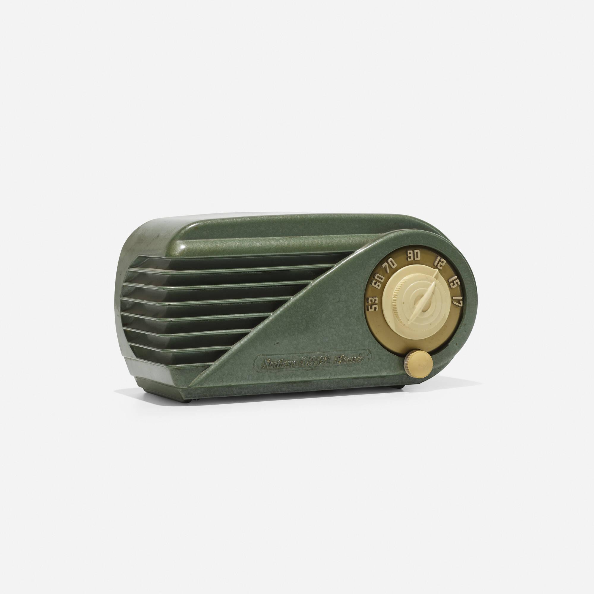 192: Northern Electric / Midge radio, model 5508 (1 of 3)