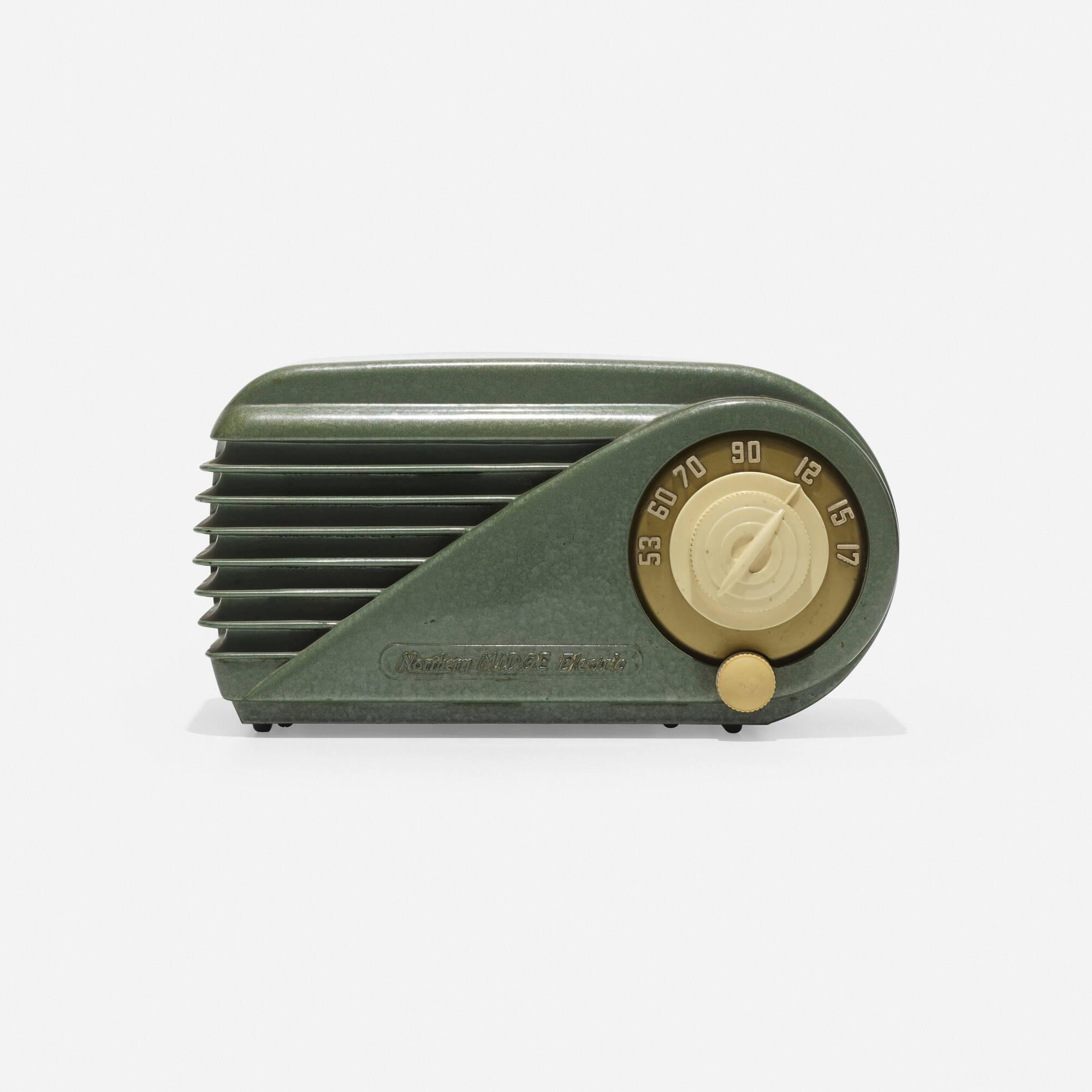 192: Northern Electric / Midge radio, model 5508 (2 of 3)