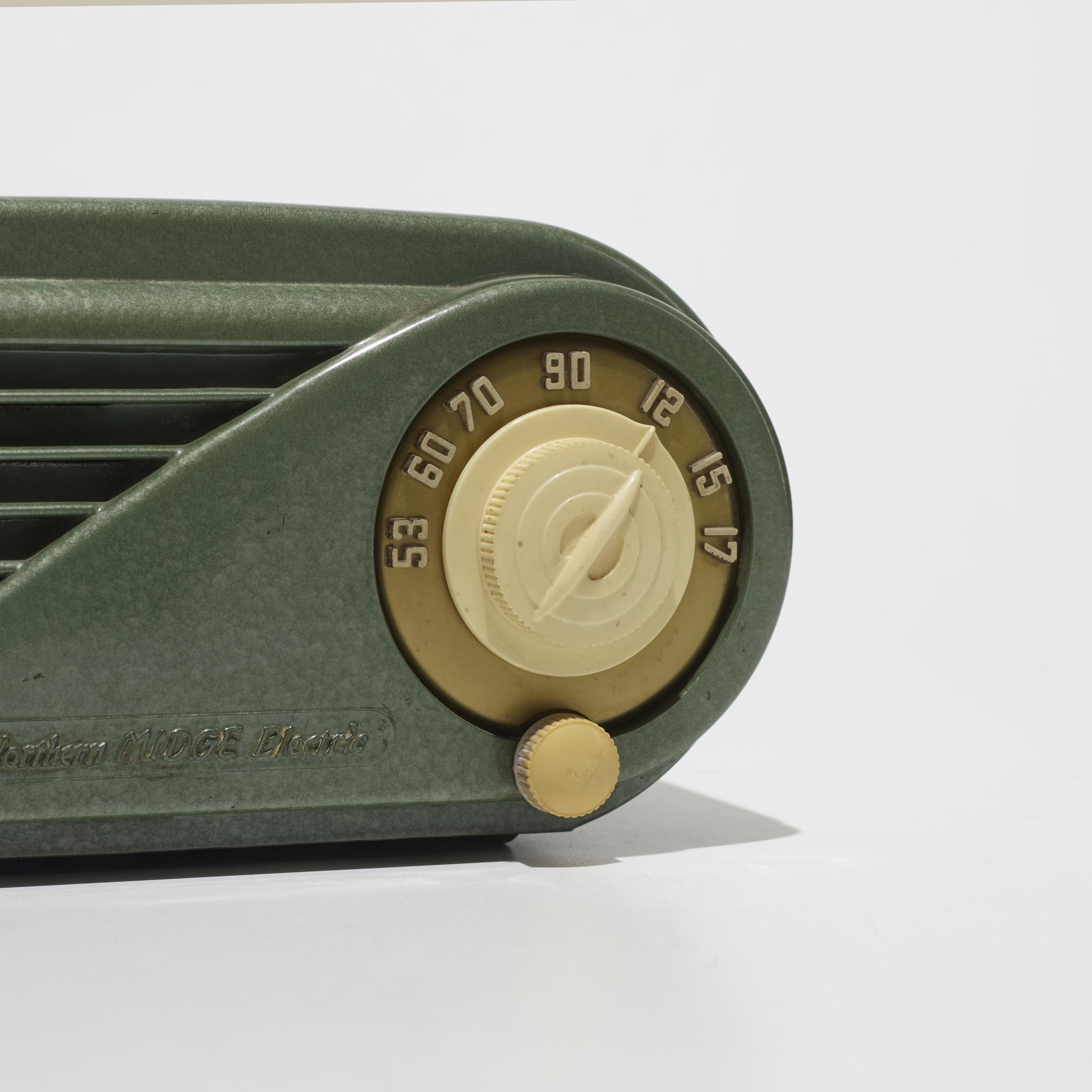 192: Northern Electric / Midge radio, model 5508 (3 of 3)
