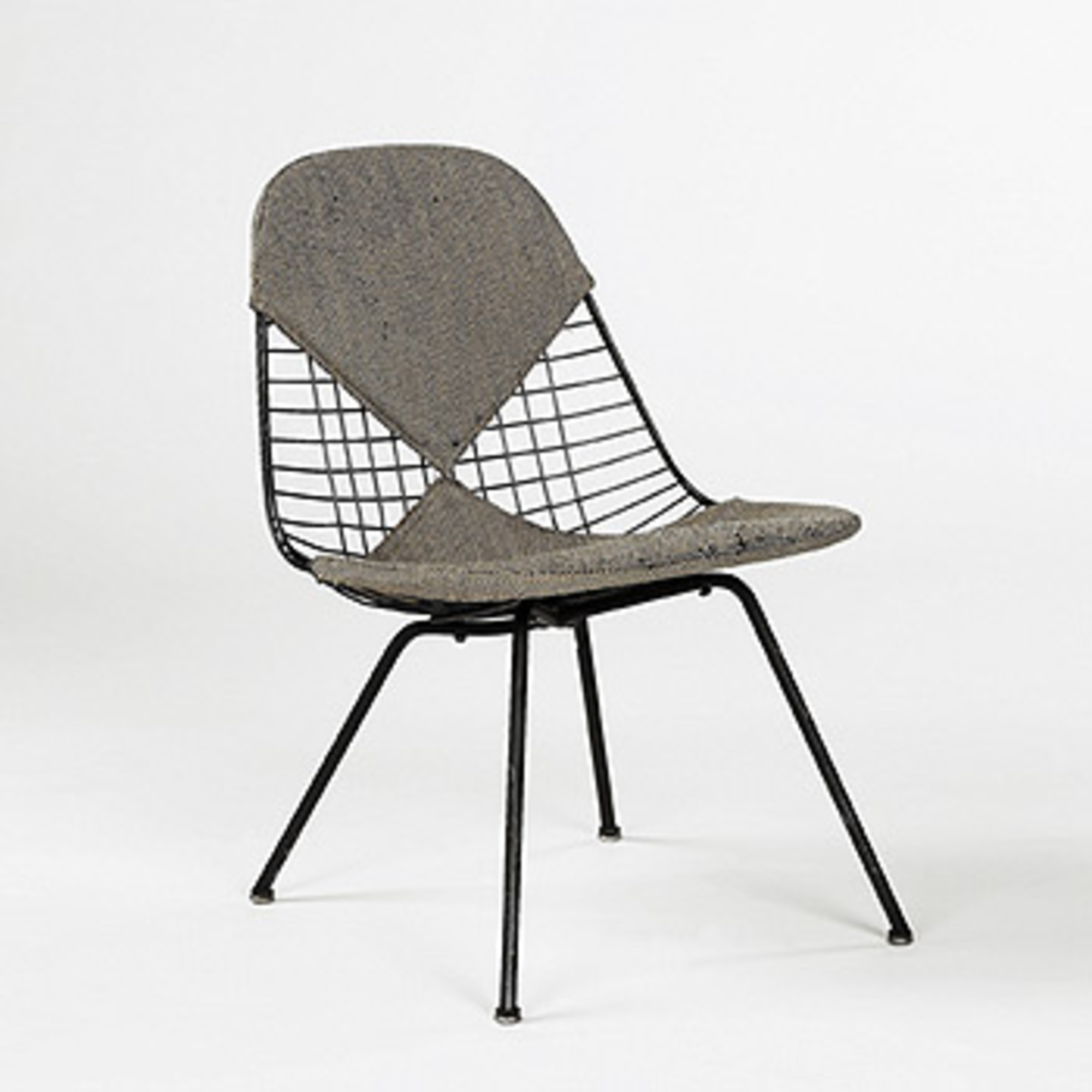 195: CHARLES AND RAY EAMES, Wire Mesh Chair U003c Modern Design, 6 October 2002  U003c Auctions | Wright: Auctions Of Art And Design