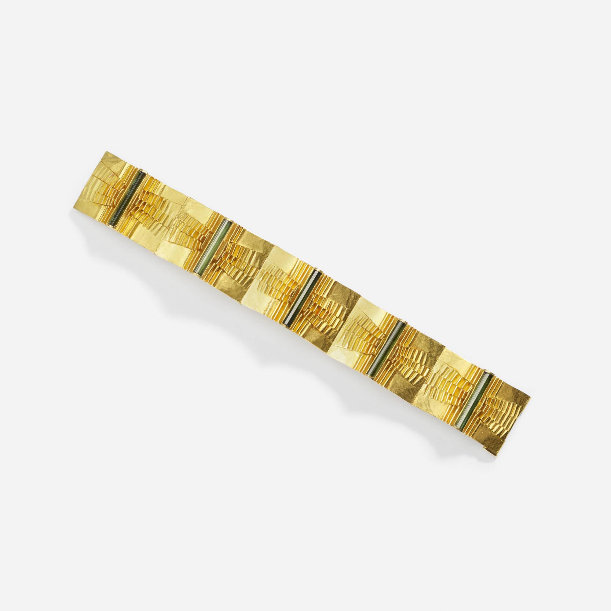 205: Peter Heyden / A gold and green tourmaline bracelet (1 of 1)