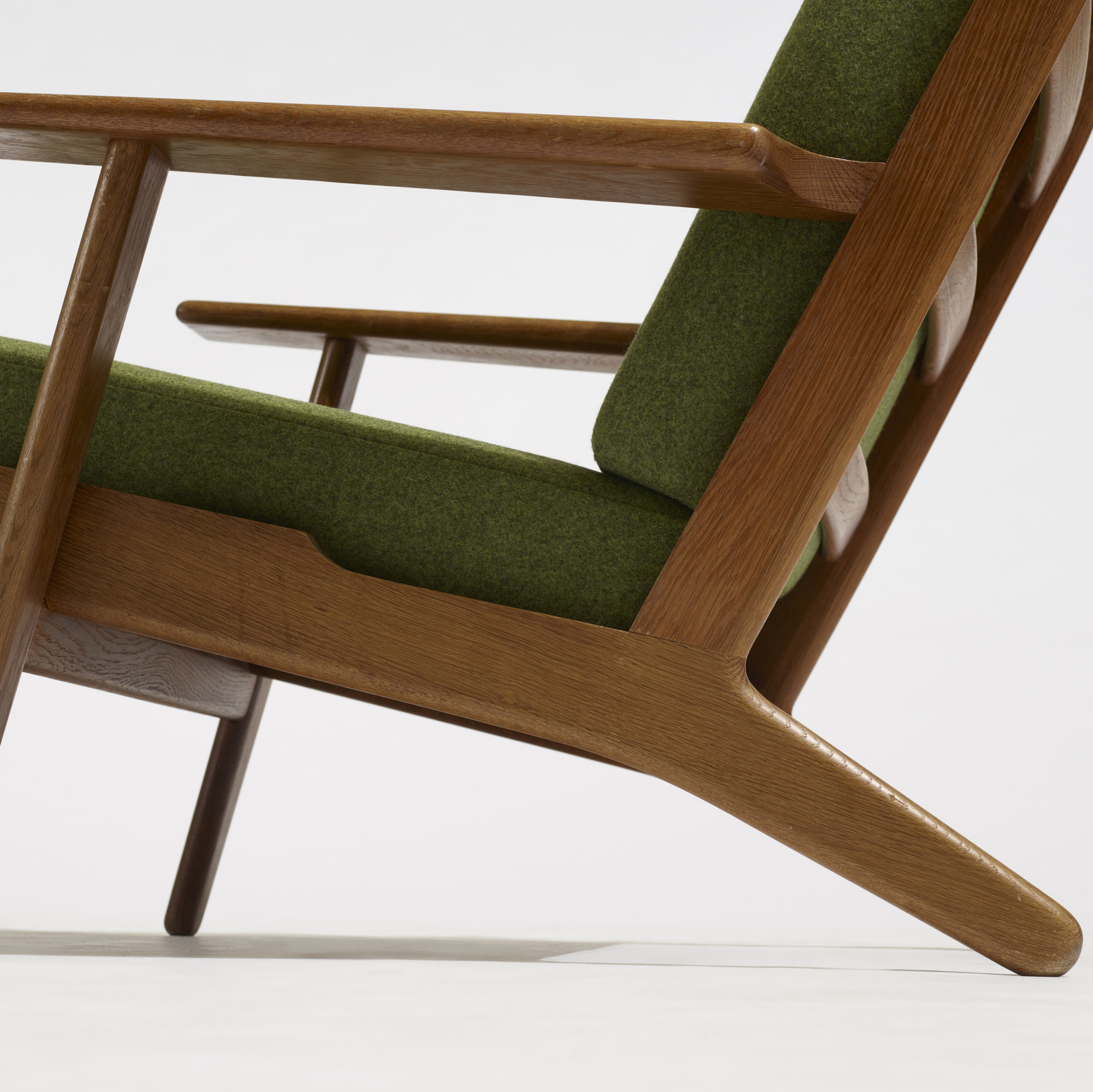 ... 206: Hans J. Wegner / Lounge Chair, Model GE290 A (3
