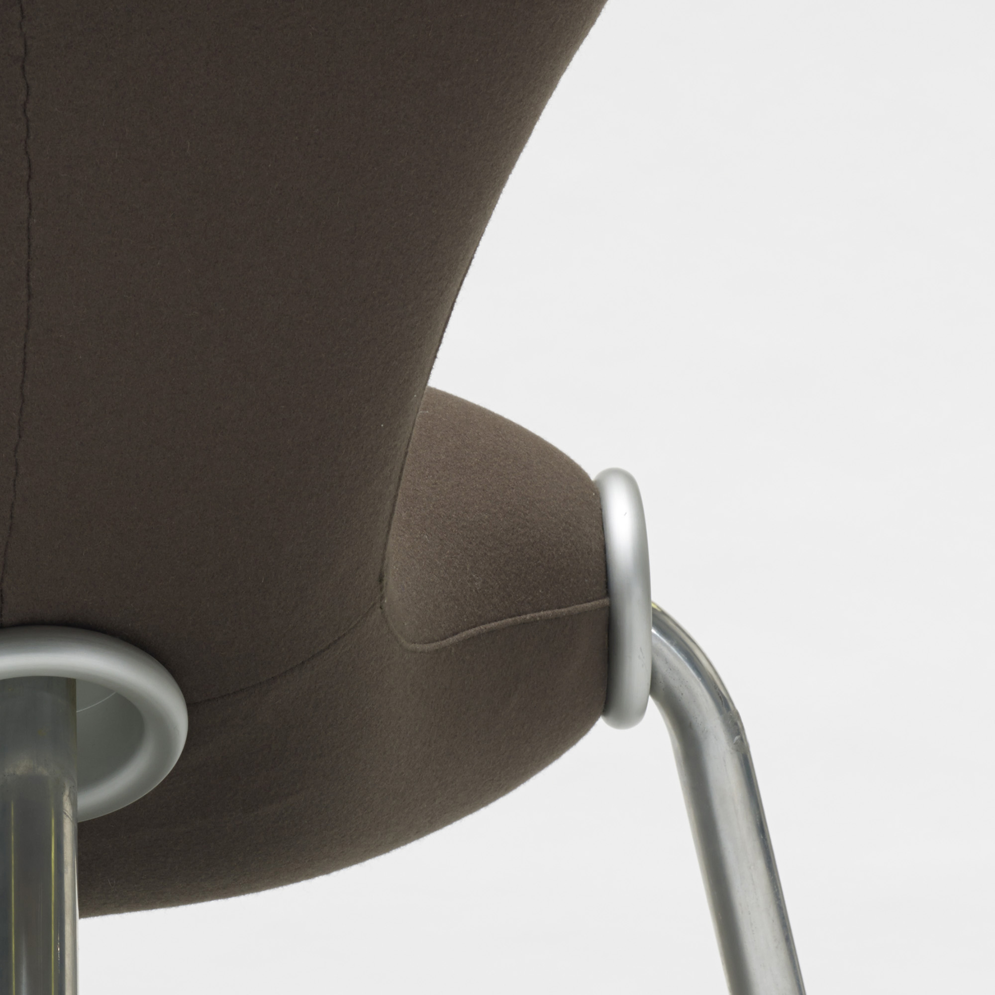 209: Marc Newson / Embryo chair (2 of 2)