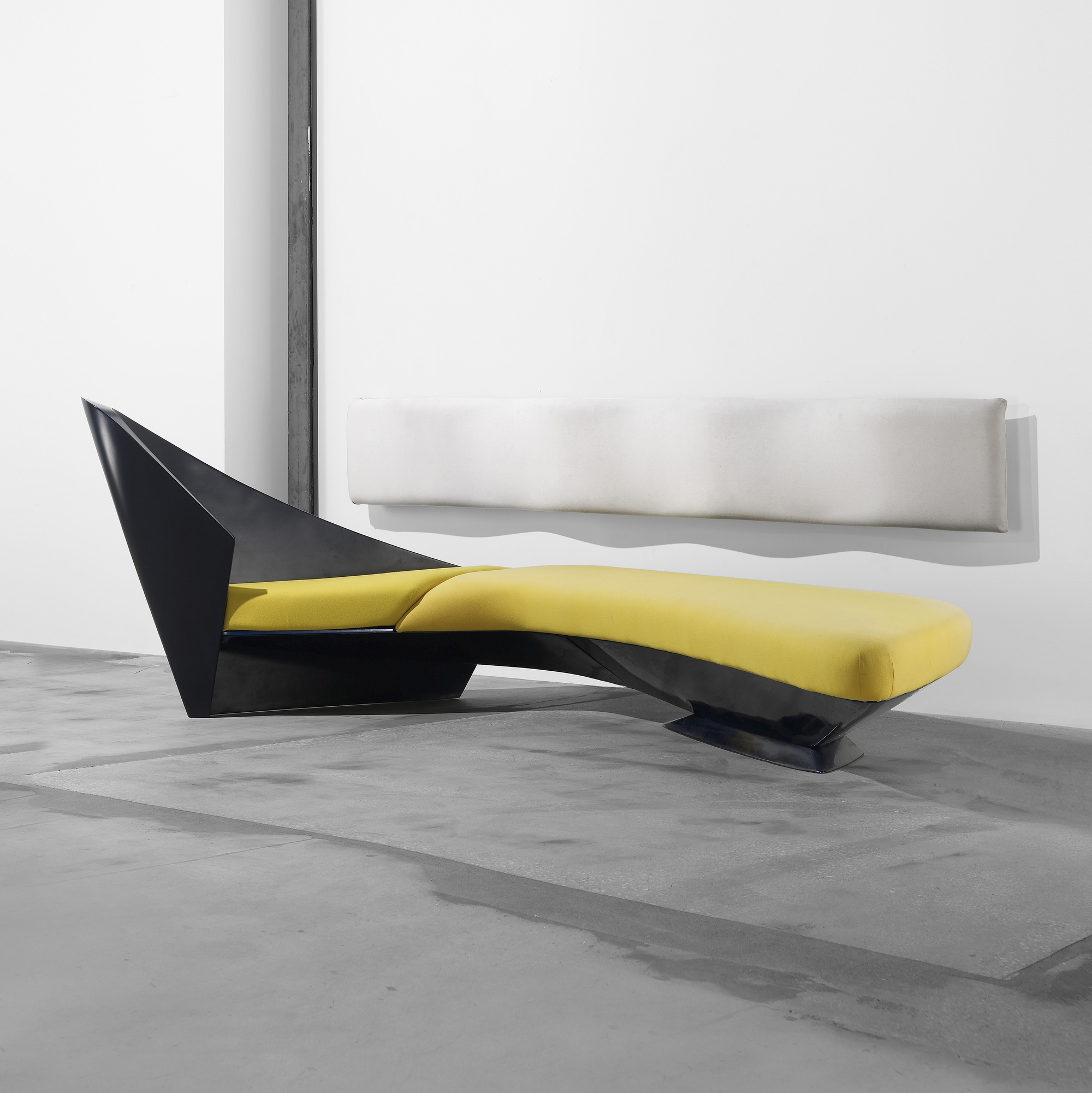 218 zaha hadid wave sofa for Divano zaha hadid