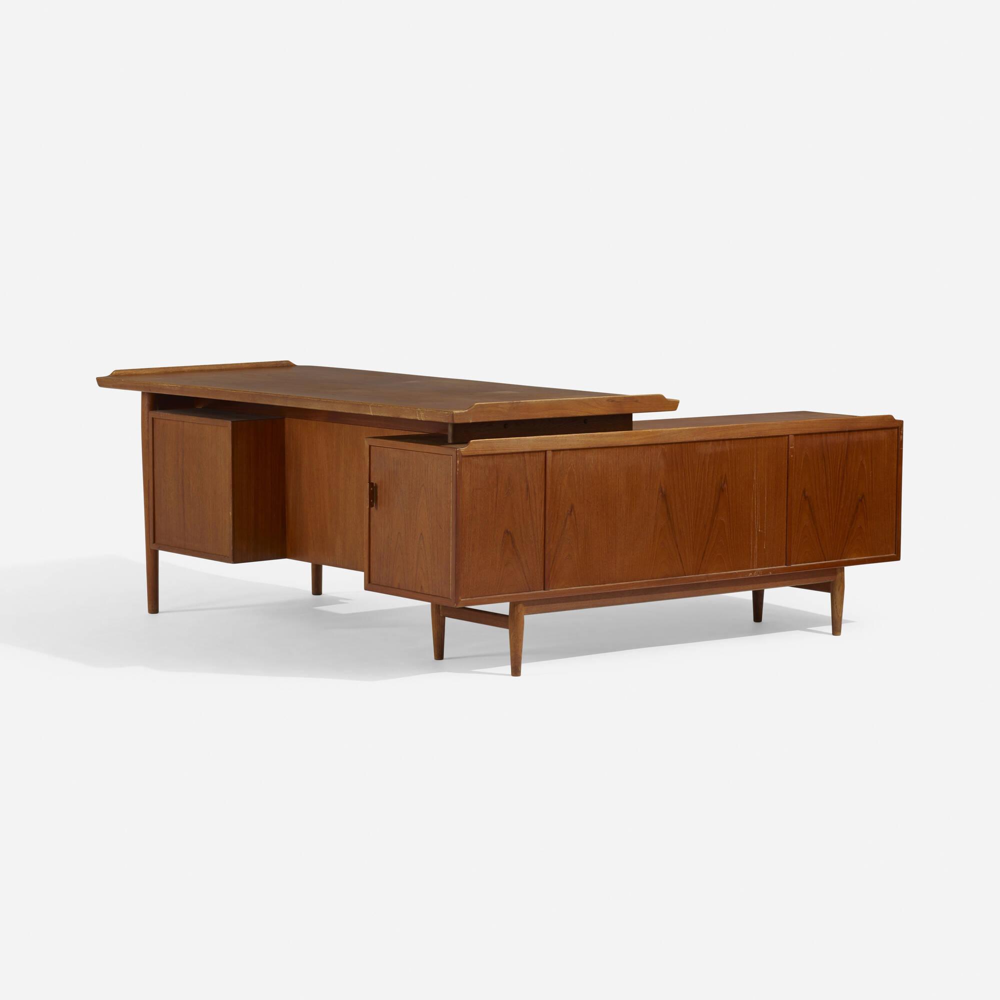 218: Arne Vodder / desk and return (2 of 4)