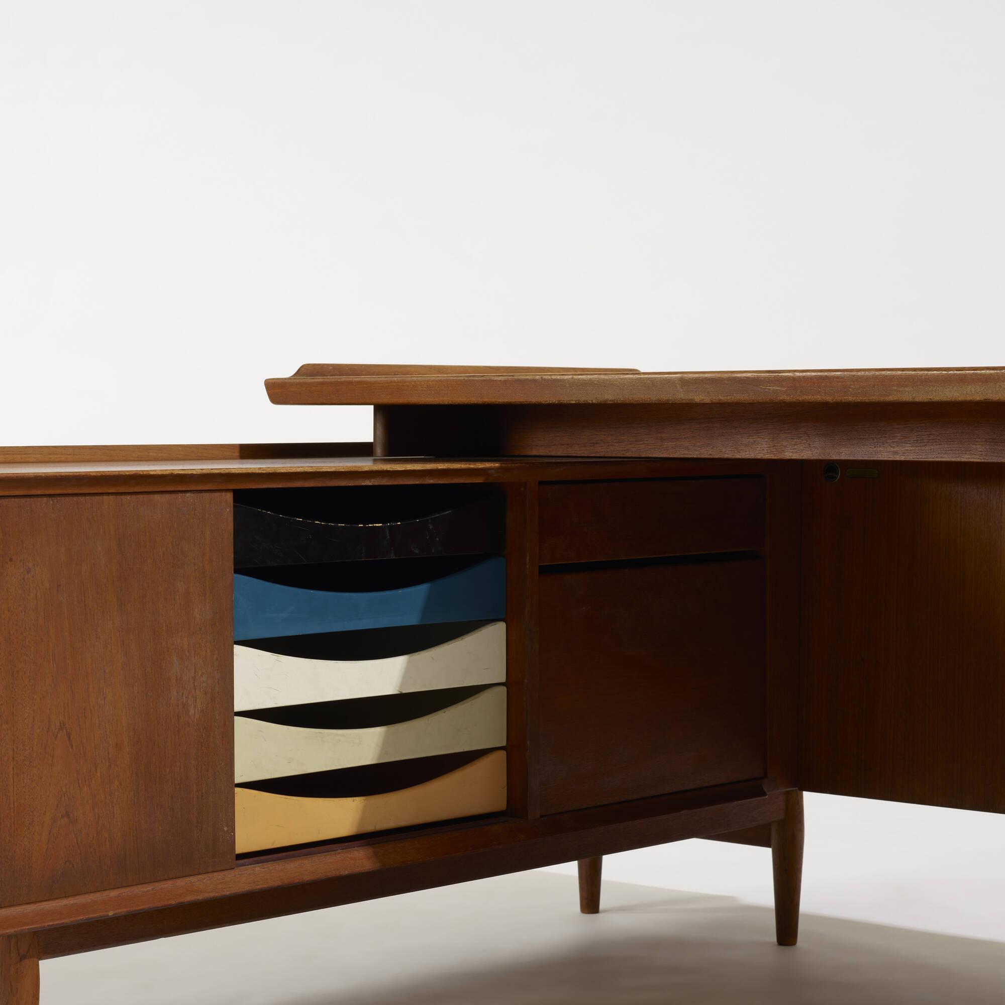 218: Arne Vodder / desk and return (3 of 4)