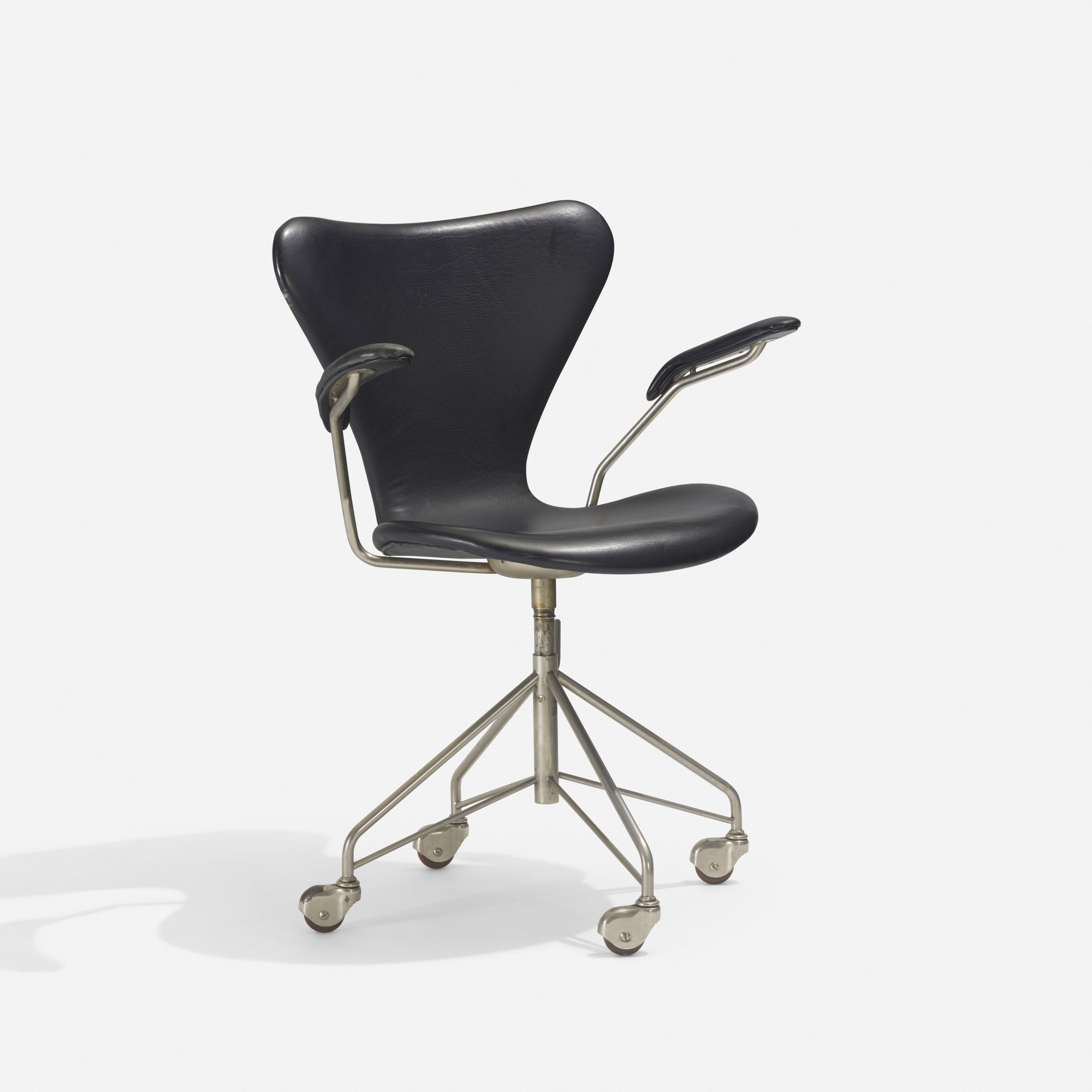221: Arne Jacobsen / Sevener desk chair, model 3117 (1 of 2)