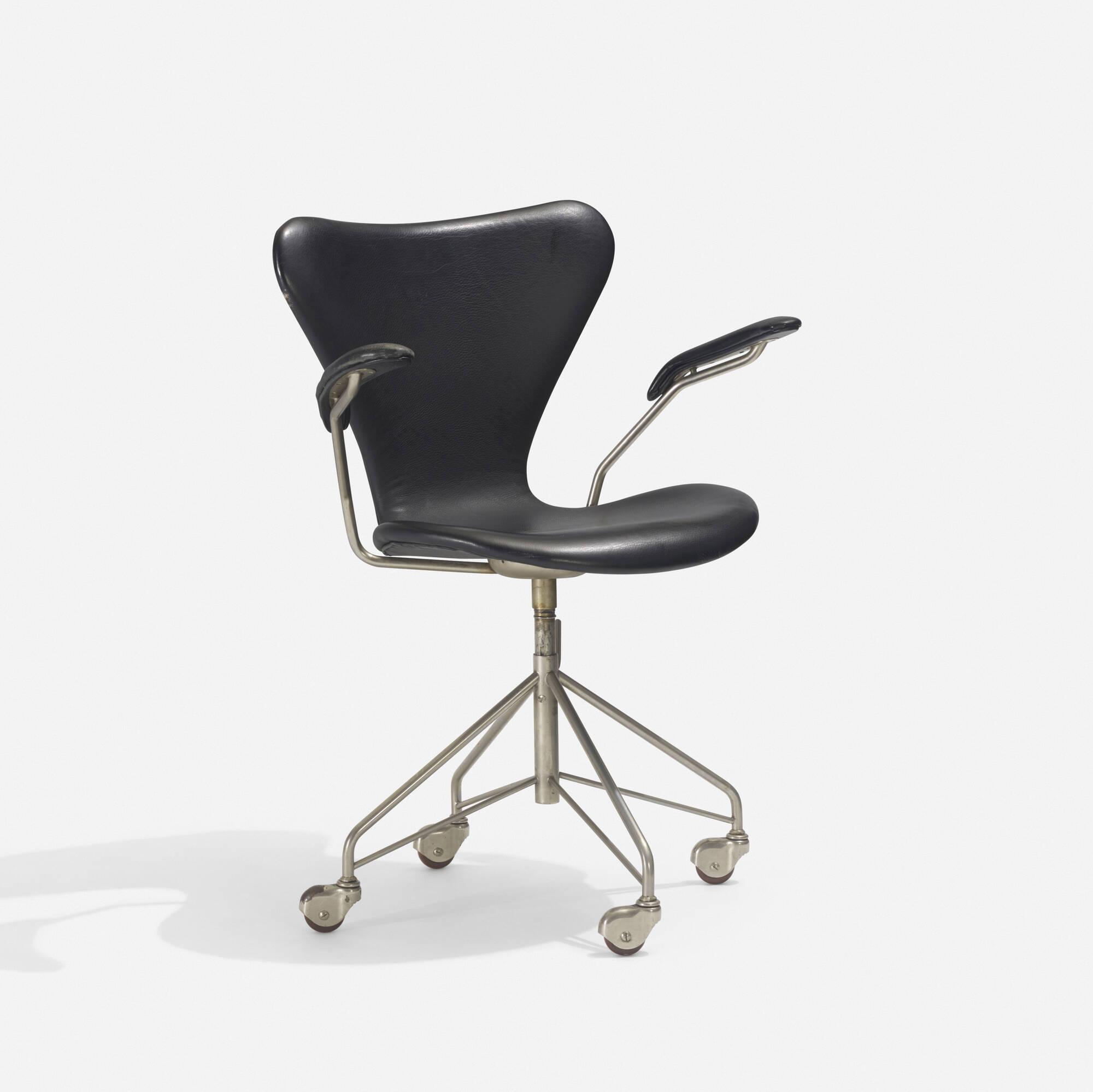 221: Arne Jacobsen / Sevener Desk Chair, Model 3117 (1 Of 2)