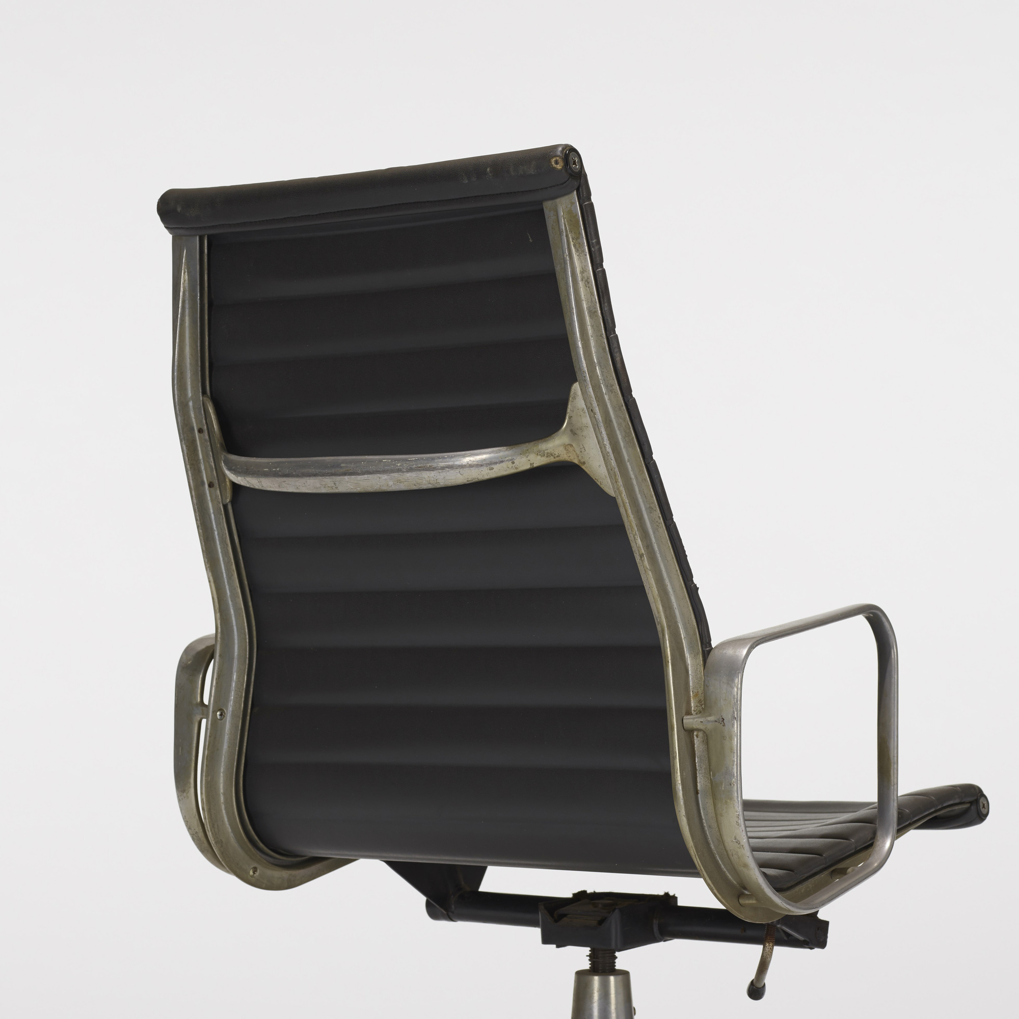 221: Charles and Ray Eames / Aluminum Group lounge chair (3 of 3)