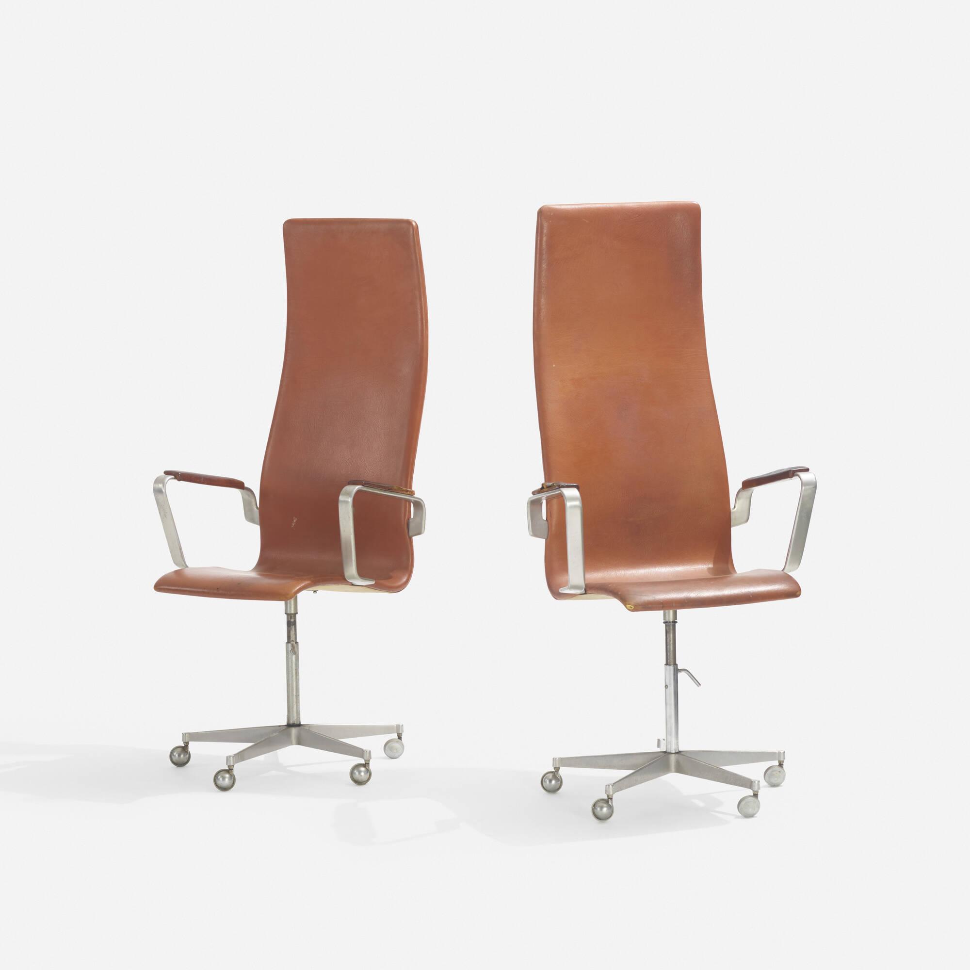 223: Arne Jacobsen / Oxford armchairs, pair (1 of 2)