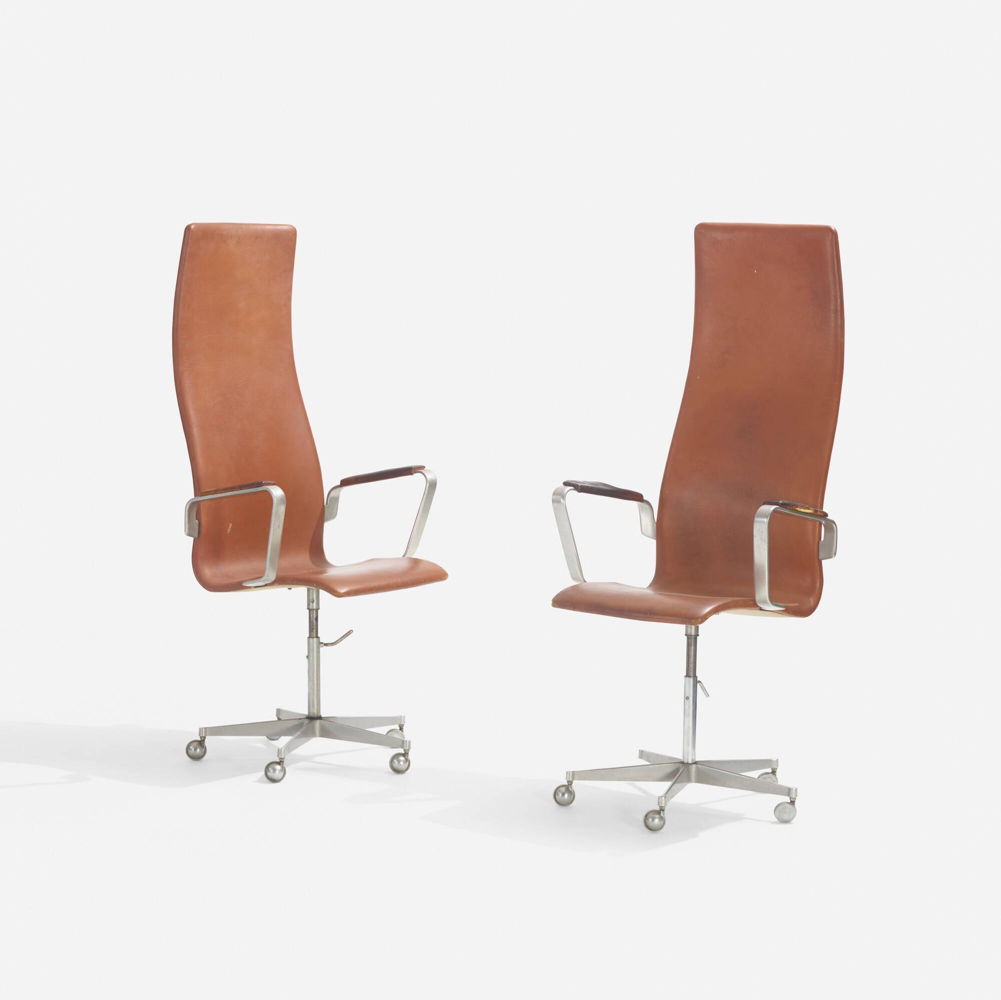 223: Arne Jacobsen / Oxford armchairs, pair (2 of 2)